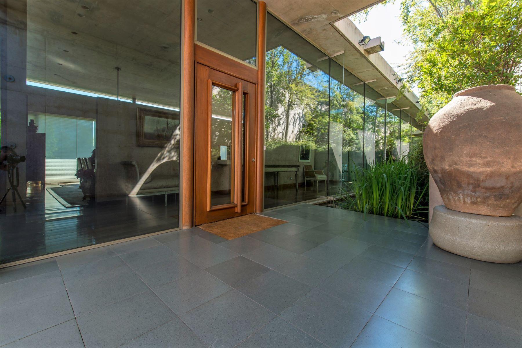 Casa Unifamiliar por un Venta en Excepcional propiedad de diseño arquitectónico único y exclusivo - La Dehesa Lo Barnechea, Santiago, Region Metropolitana De Santiago Chile