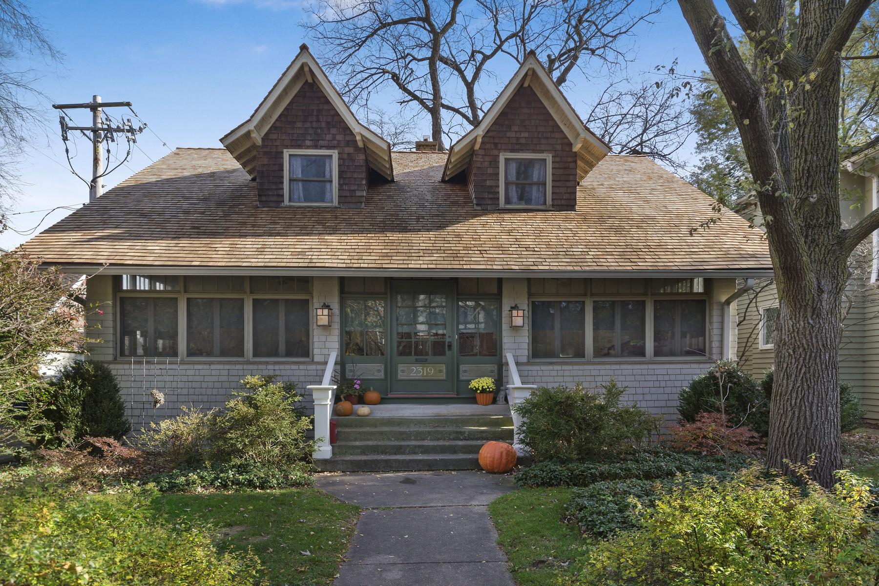 獨棟家庭住宅 為 出售 在 Charming Arts And Crafts Landmark Home 2319 Sherman Avenue Evanston, 伊利諾斯州, 60201 美國