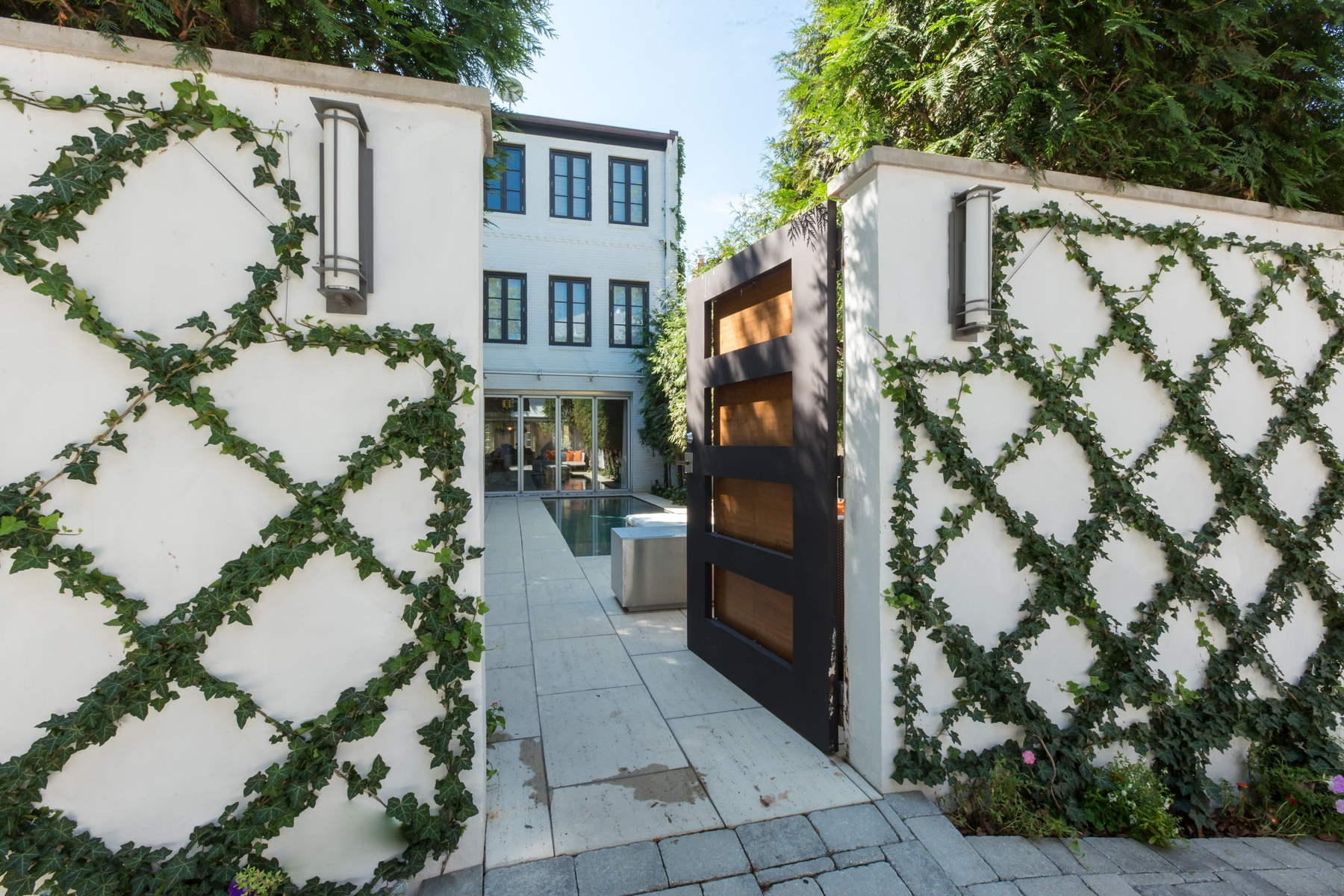 Additional photo for property listing at Georgetown 3245 N Street NW Washington, District Of Columbia 20007 United States