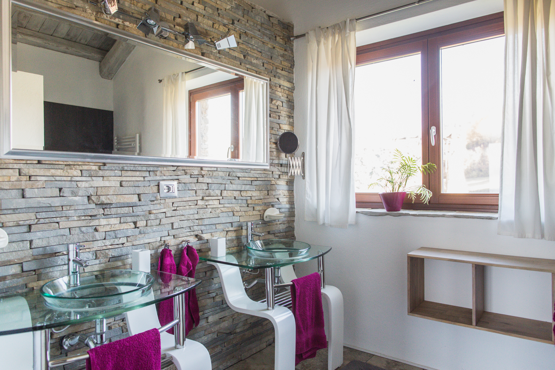 Additional photo for property listing at Cozy Country Home overlooking the Langhe Località Monaca Castellino Tanaro, Cuneo 12060 Italie