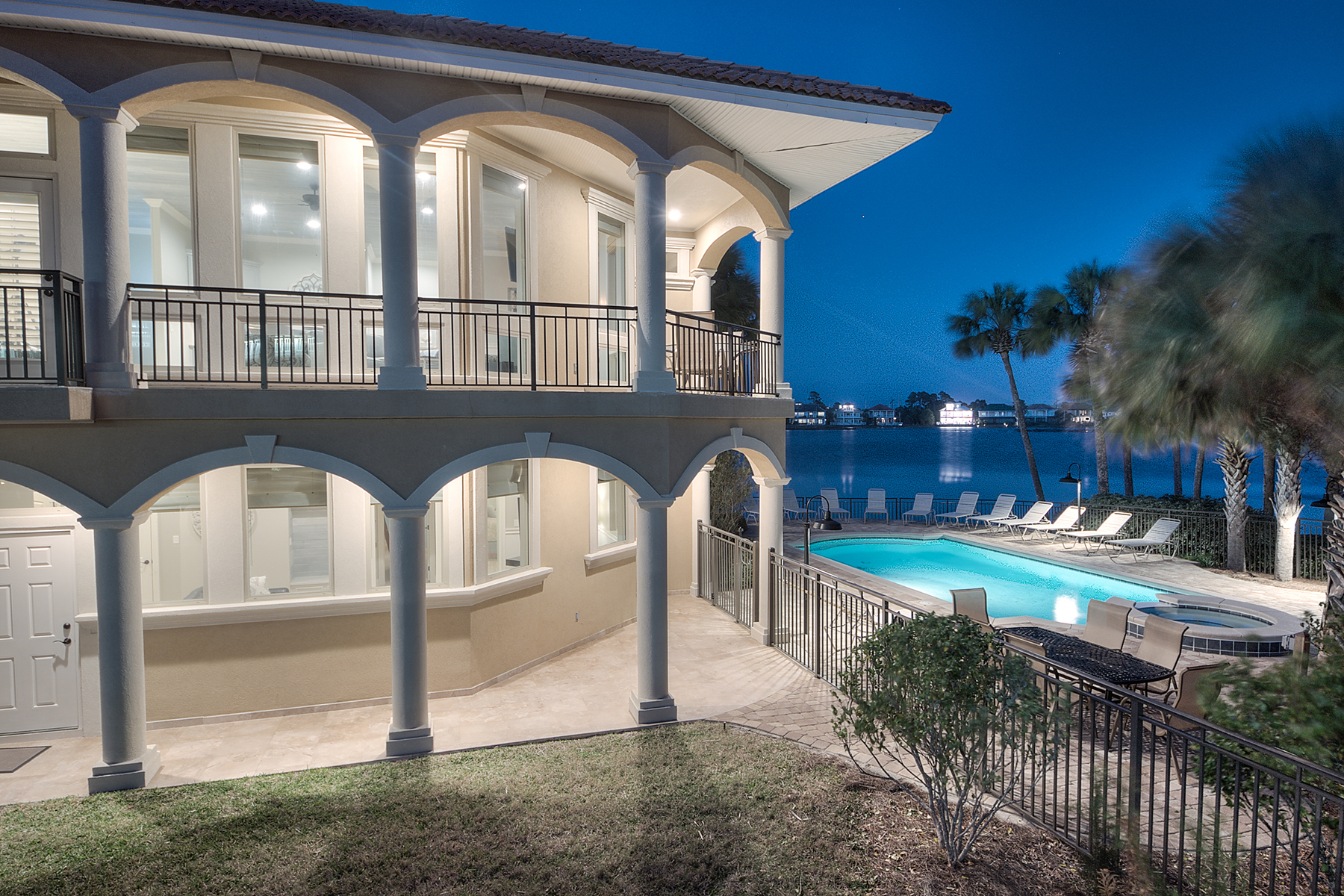 Casa Unifamiliar por un Venta en LAKEFRONT MEDITERRANEAN WITH GULF VIEW 4664 Destiny Way Destin, Florida, 32541 Estados Unidos