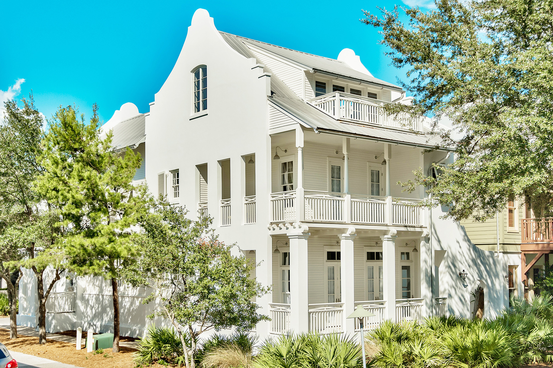 Casa Unifamiliar por un Venta en CLASSIC COURTYARD HOME WITH POOL IDEALLY LOCATED IN ROSEMARY BEACH 98 W Long Green Road Rosemary Beach, Rosemary Beach, Florida, 32461 Estados Unidos