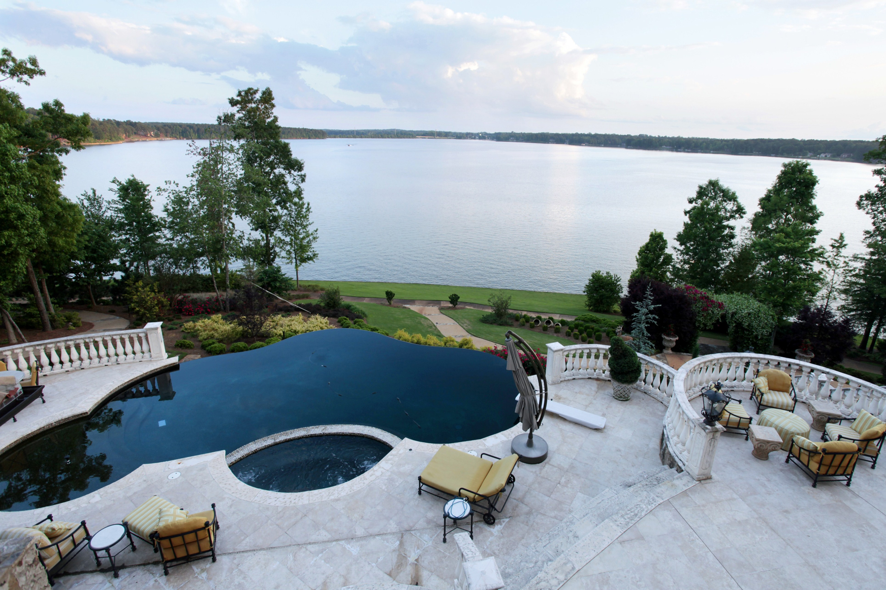 Additional photo for property listing at Lakefront Opulence 1270 Club Cove Drive Greensboro, 喬治亞州 30642 美國
