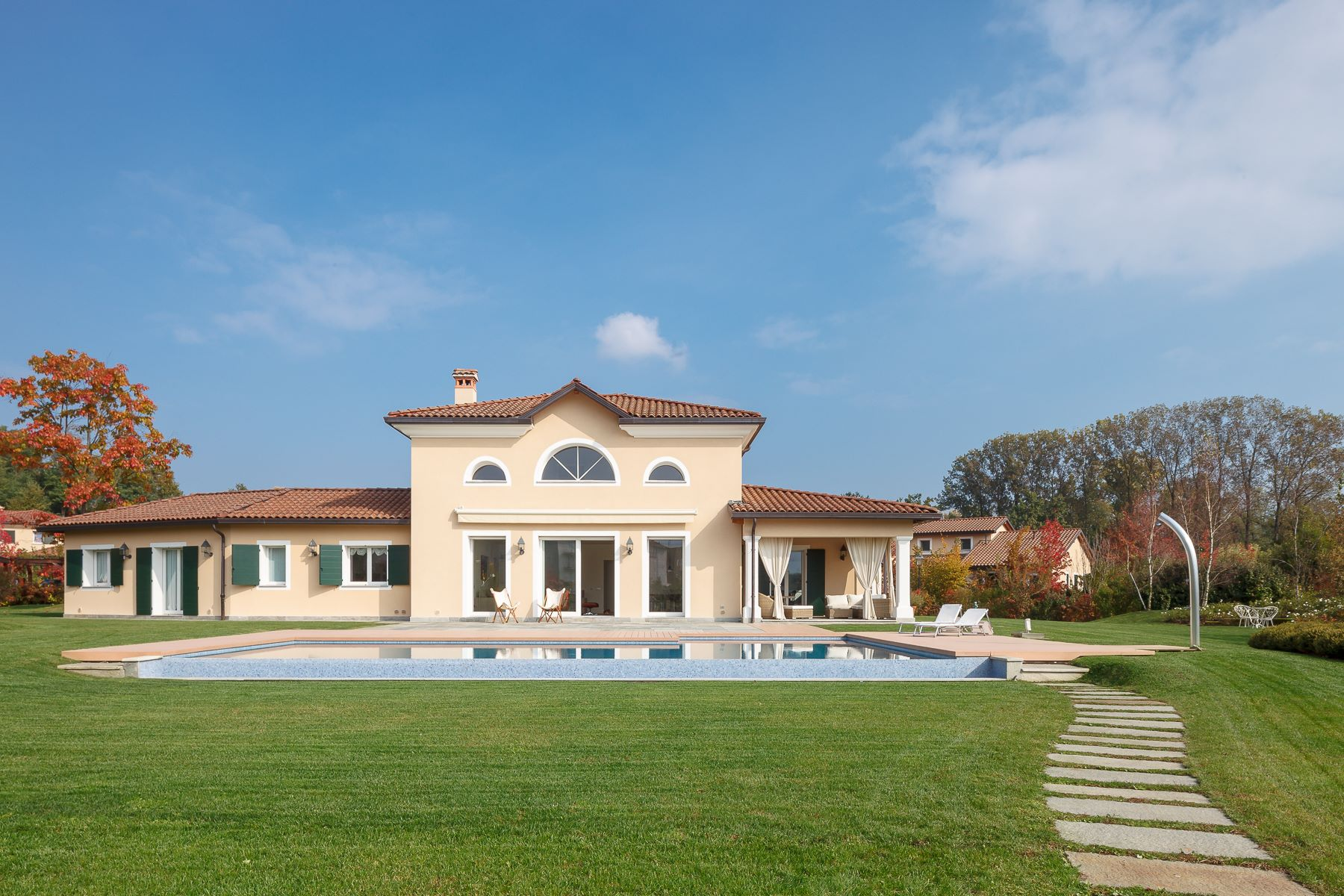 Single Family Home for Sale at Wonderful villa on two levels within the Golf Club of Bogogno Via San Isidoro Bogogno, Novara 28010 Italy