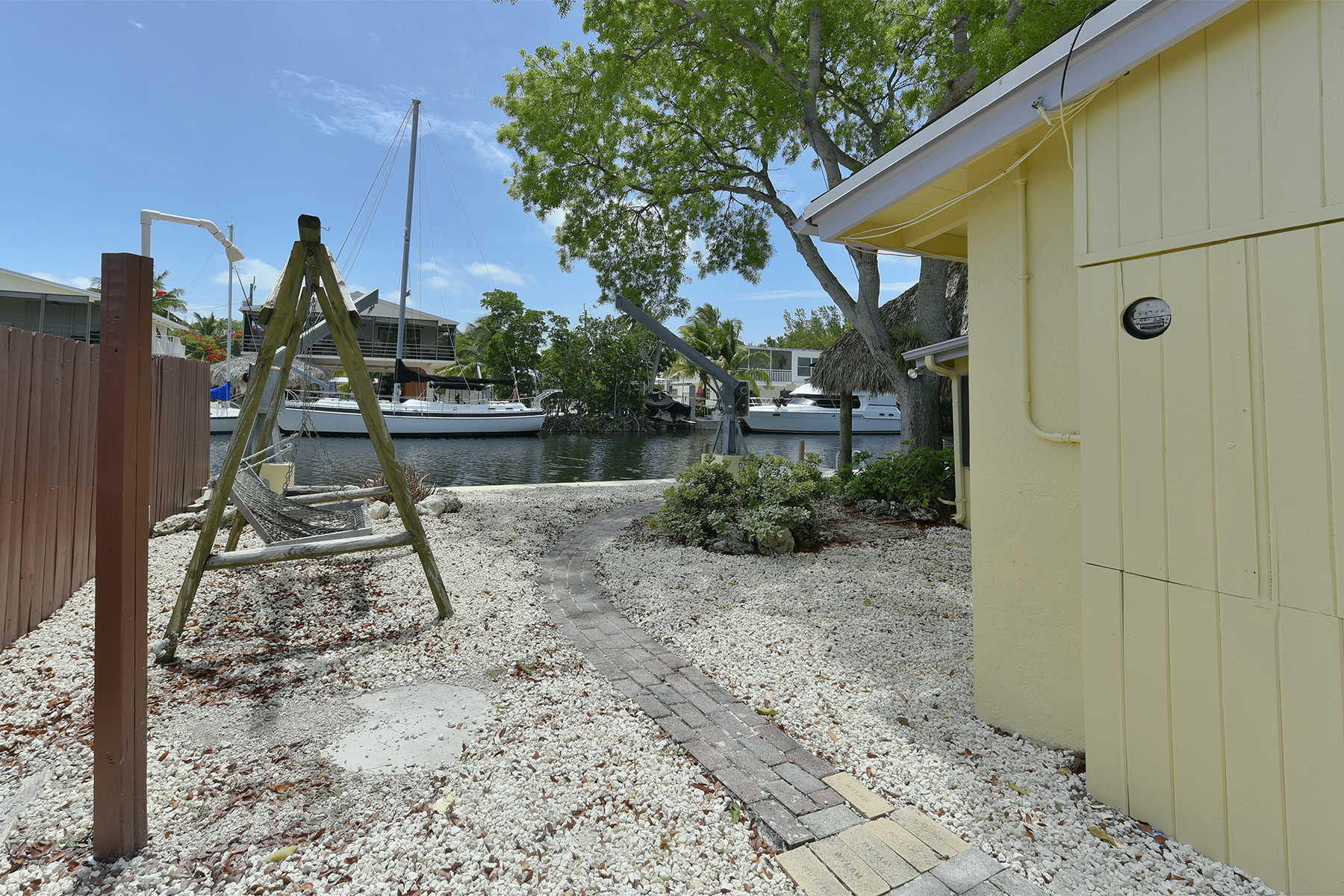 Additional photo for property listing at Ground Level Canalfront Home 26 Jean La Fitte Drive Key Largo, Флорида 33037 Соединенные Штаты