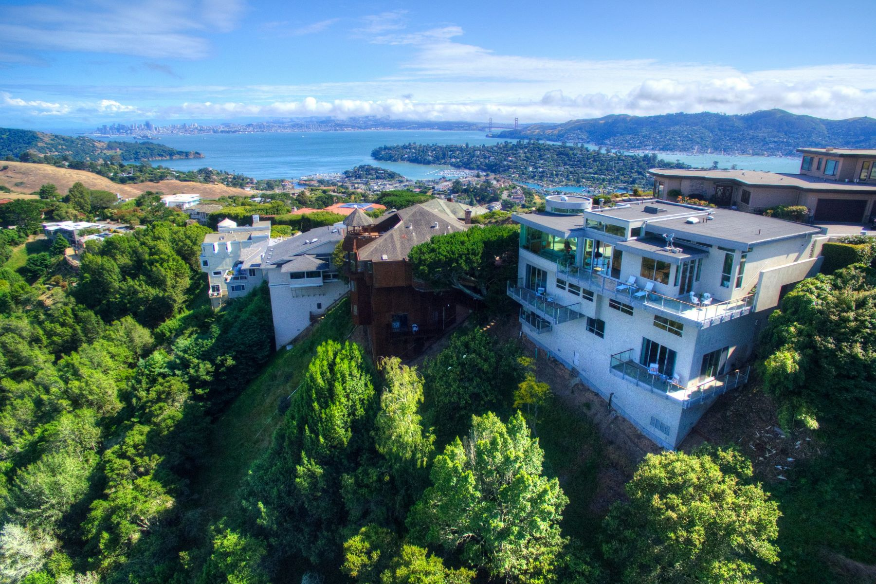 Additional photo for property listing at Above and Beyond 116 Sugarloaf Dr Tiburon, Californie 94920 États-Unis