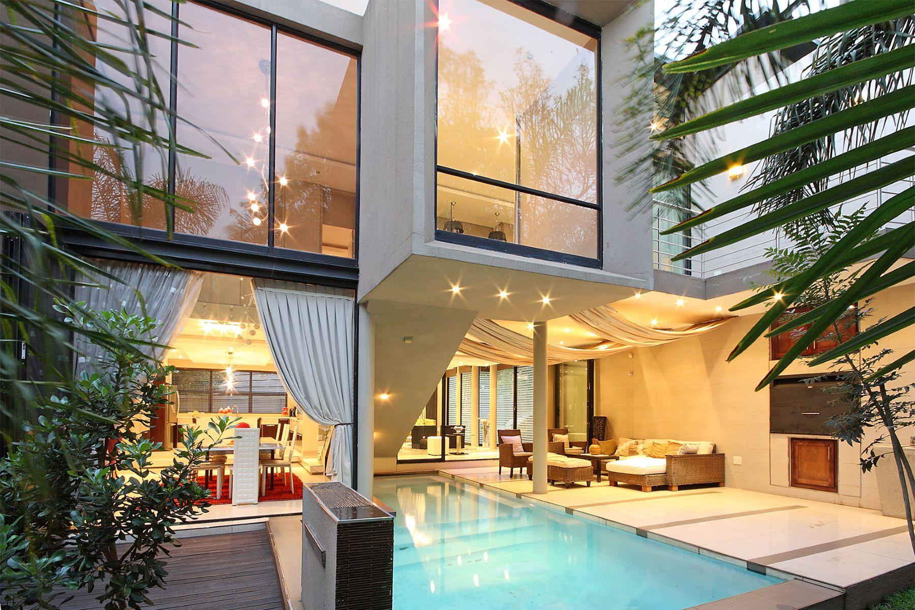Maison unifamiliale pour l Vente à A home in Morningside Johannesburg, Gauteng, 2057 Afrique Du Sud