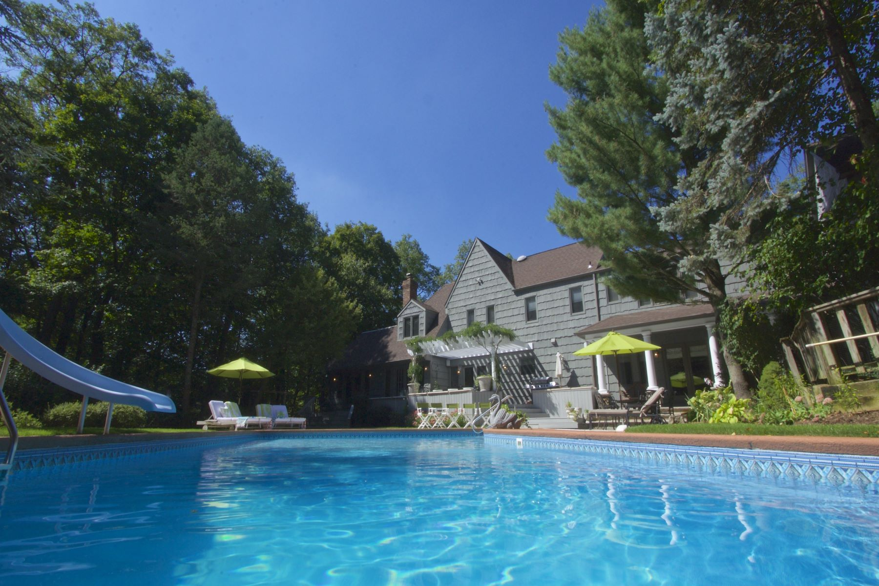 Maison unifamiliale pour l Vente à Impeccably Presented English Manor Style. 6 India Brook Drive Mendham Township, New Jersey, 07945 États-Unis