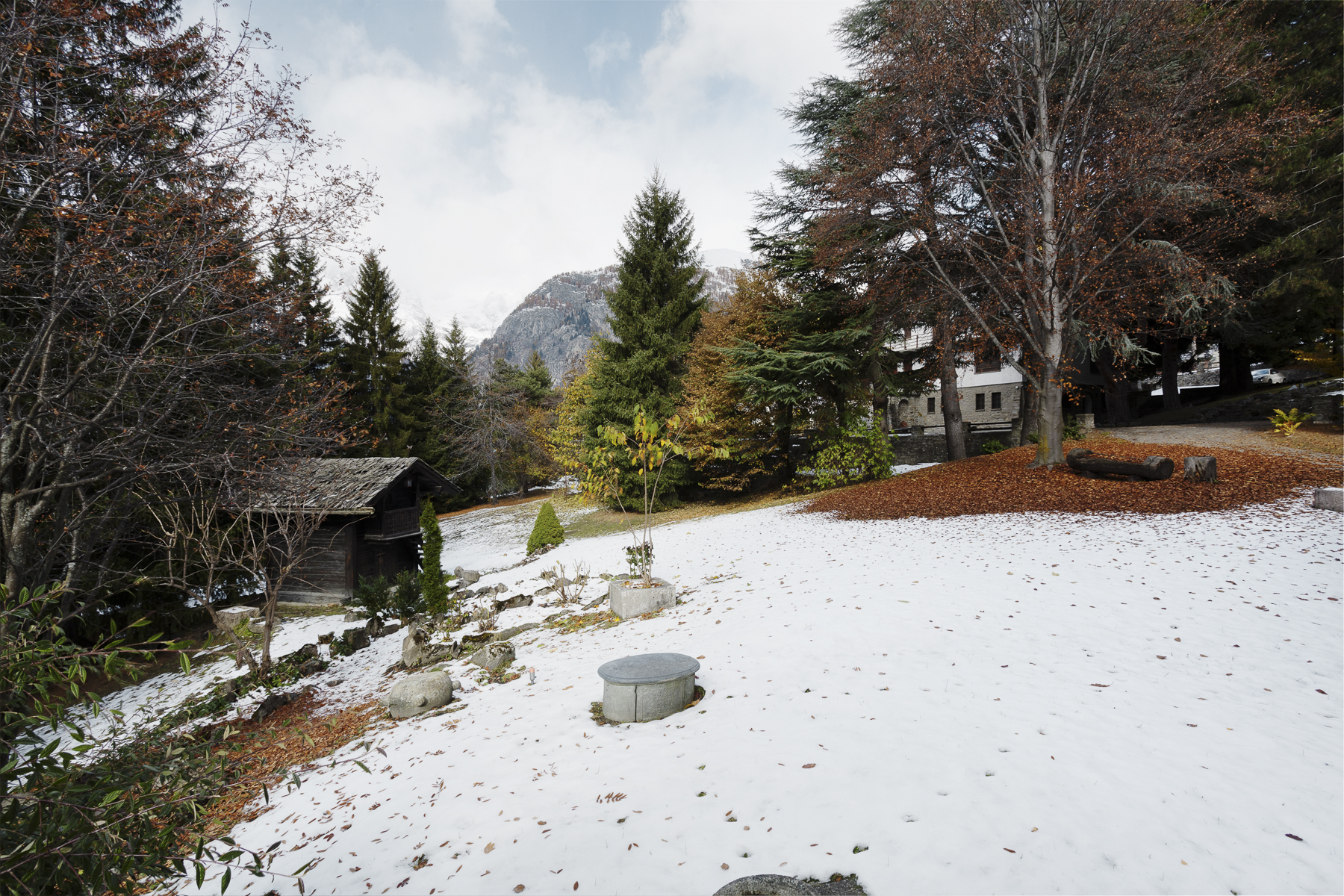 Additional photo for property listing at Old mansion including more villas in Courmayeur Via Donzelli Courmayeur, Aosta 11013 Italien