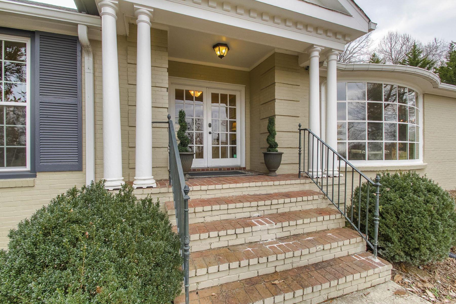 Casa Unifamiliar por un Venta en Charming Ranch Home 113 Groome Drive Nashville, Tennessee, 37205 Estados Unidos