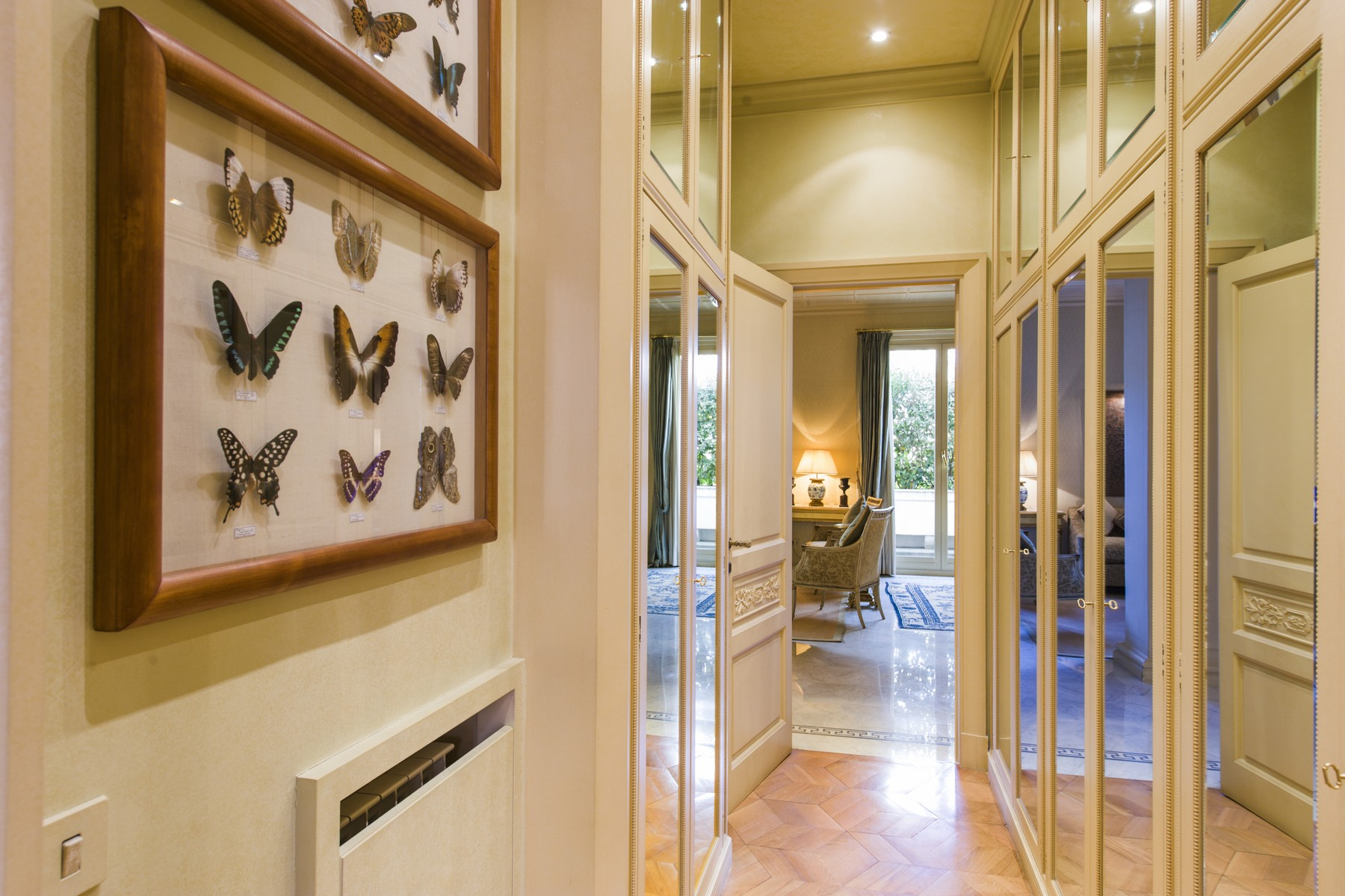 Additional photo for property listing at Stunning penthouse in the historical center Via Barberini Rome, Rome 00187 Italy
