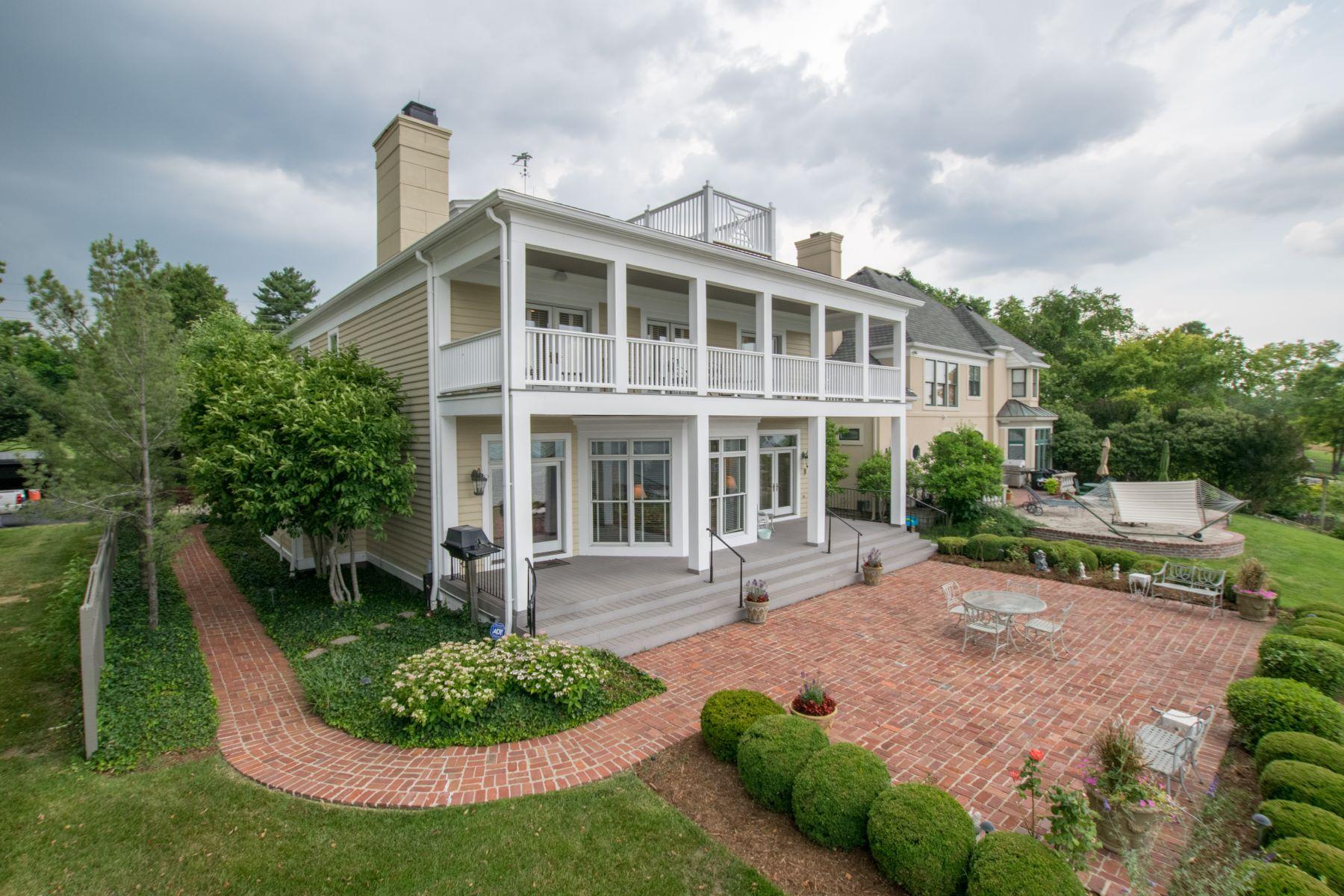 Maison unifamiliale pour l Vente à 2200.25 Utica Pike Jeffersonville, Indiana, 47130 États-Unis