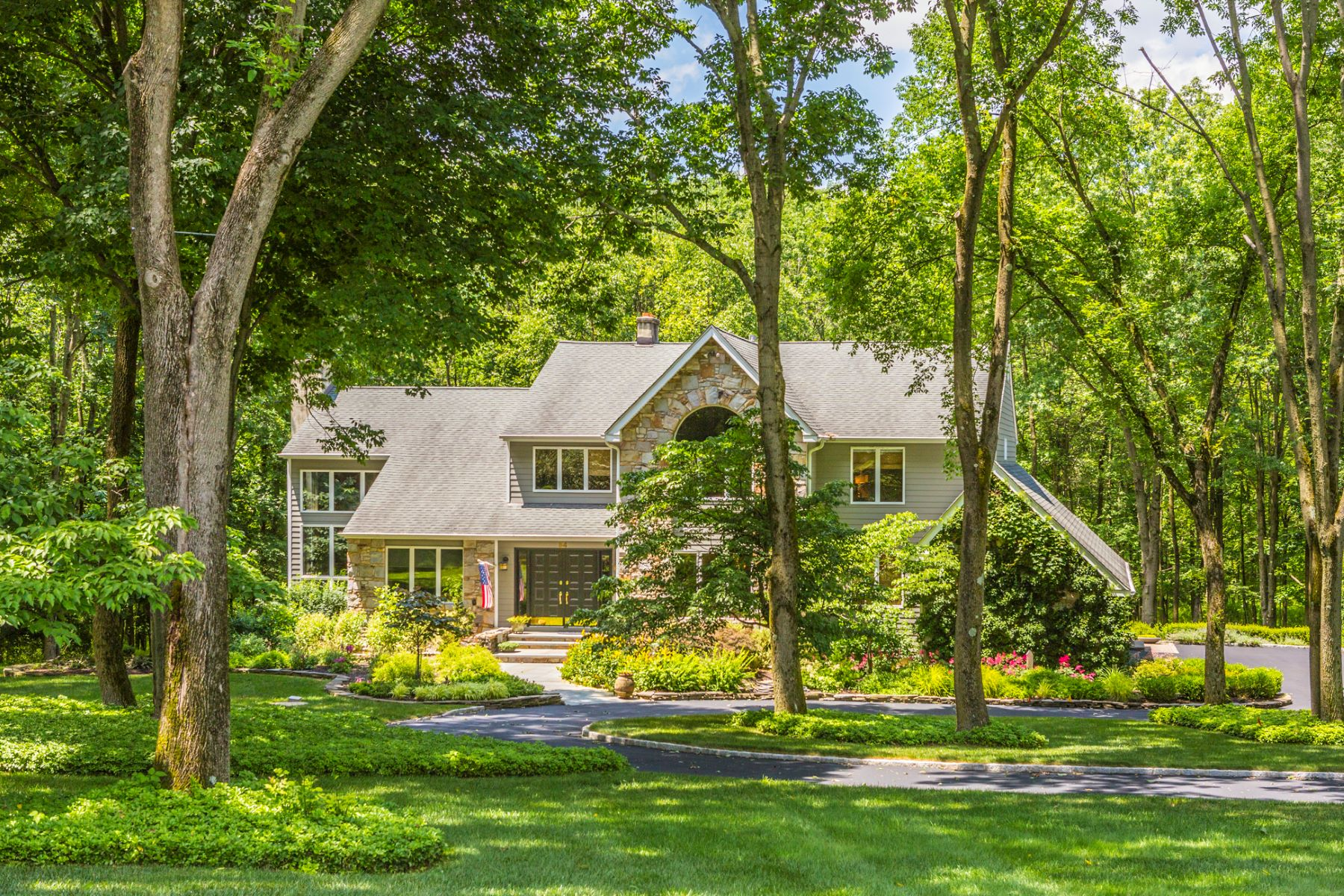 Maison unifamiliale pour l Vente à From Simple Pleasures to Ultimate Luxuries - Montgomery Township 54 Sourland Hills Road Skillman, New Jersey, 08558 États-Unis