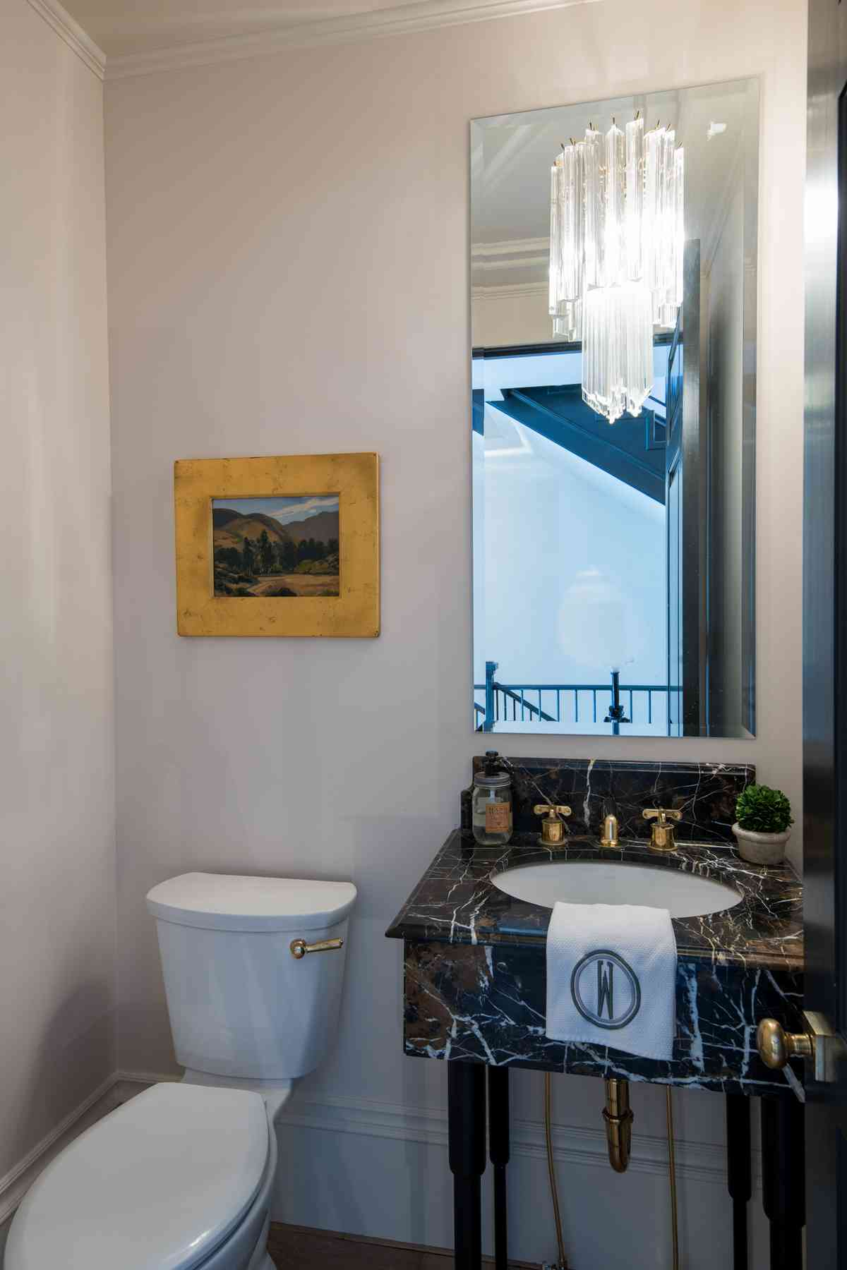 Additional photo for property listing at Big City Sophistication 171 East Ave N. Unit B Ketchum, Idaho 83340 États-Unis
