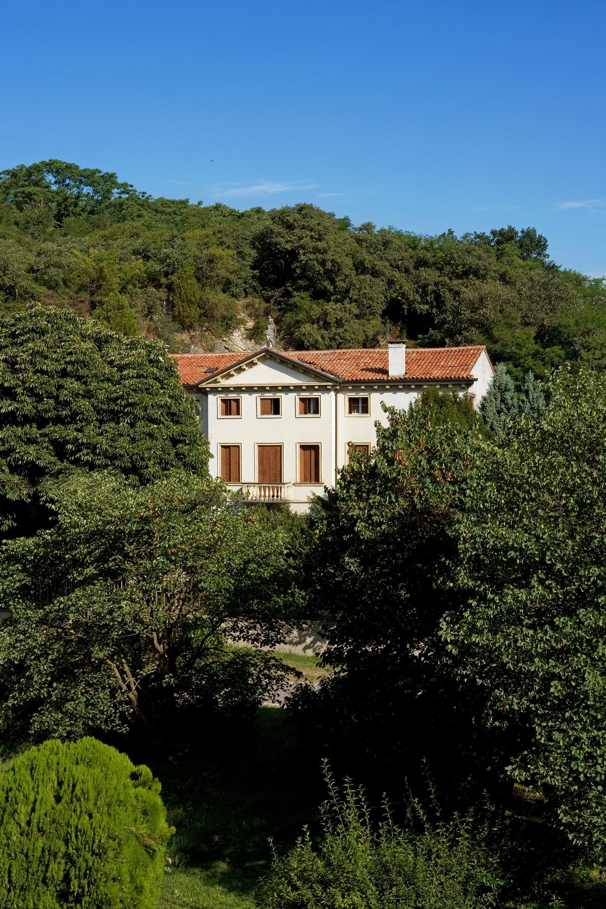 Additional photo for property listing at Stunnig Venetian Villa Barbarano Vicentino, Vicenza Italie