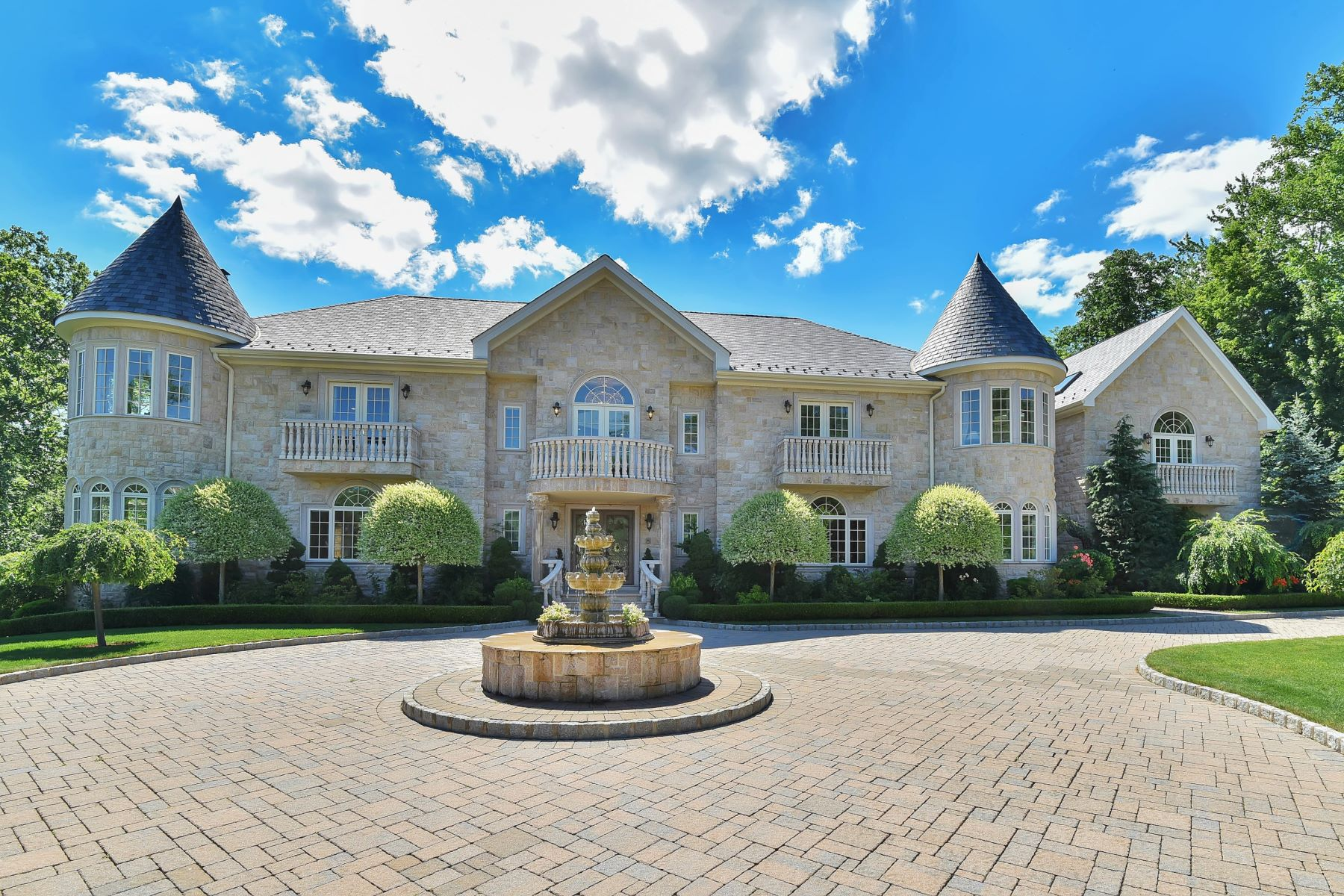 Single Family Home for Sale at BRAMSHILL MANOR 33 Brams Hill Drive Mahwah, 07430 United States