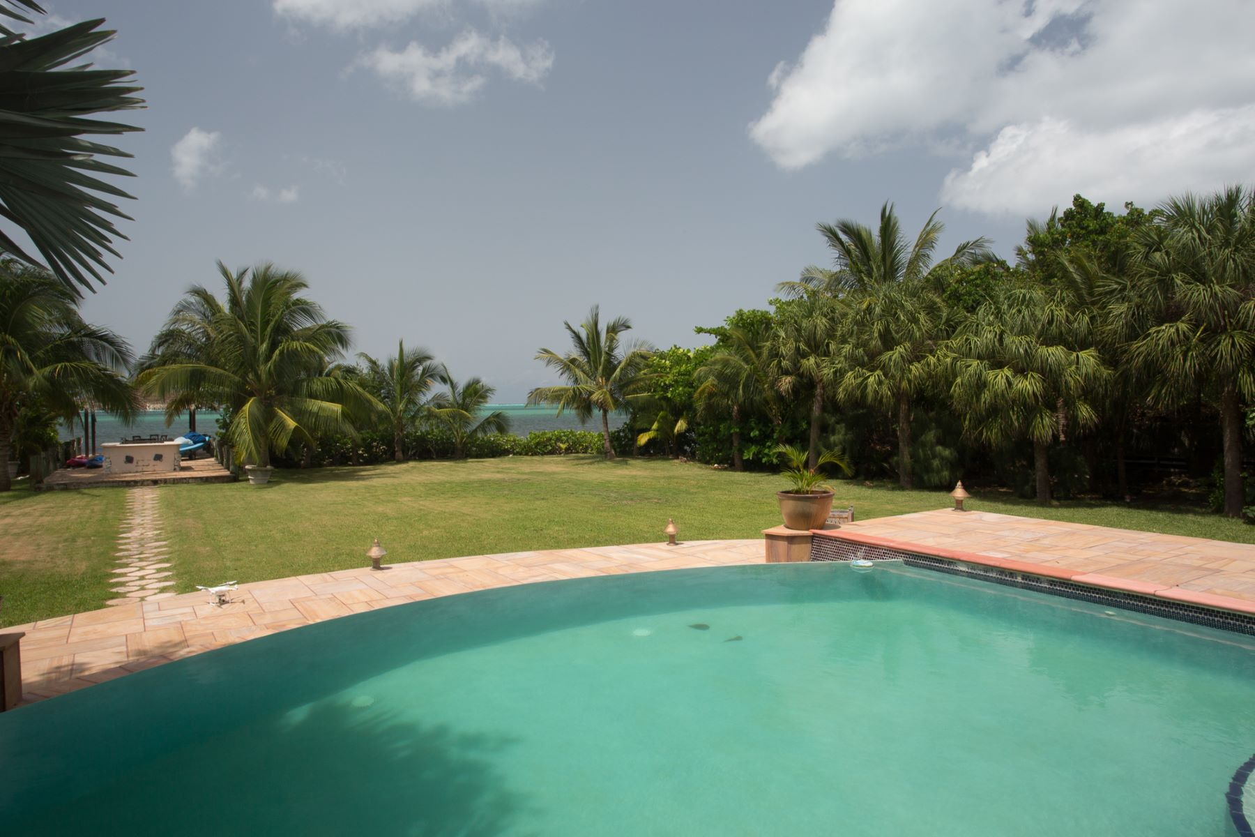 Additional photo for property listing at Krall Bay Estate 24 Shamrock Rd South Sound George Town,  KY1 Cayman Islands