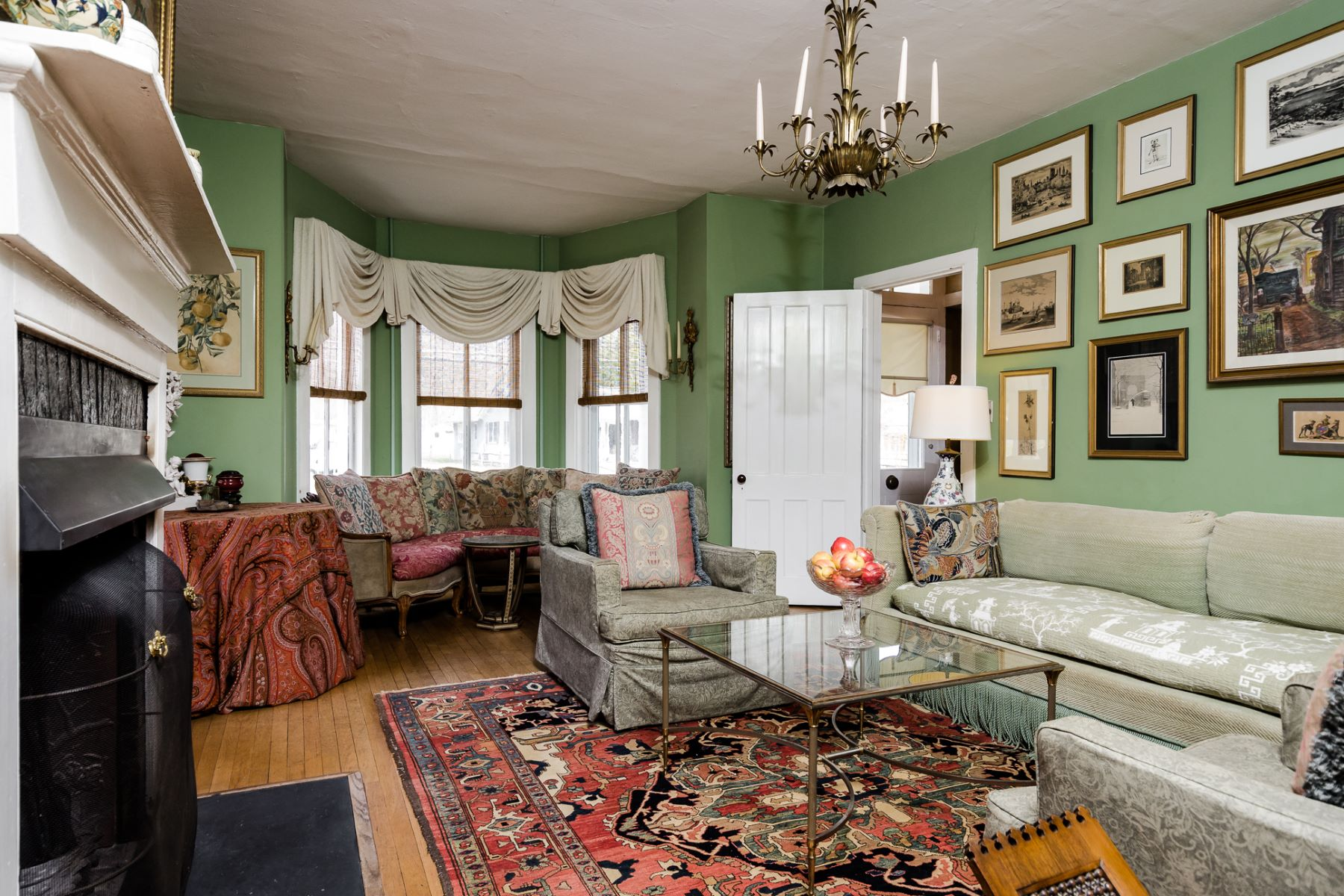 Additional photo for property listing at A Piece Of History In The Borough 21 Louellen Street Hopewell, Нью-Джерси 08525 Соединенные Штаты