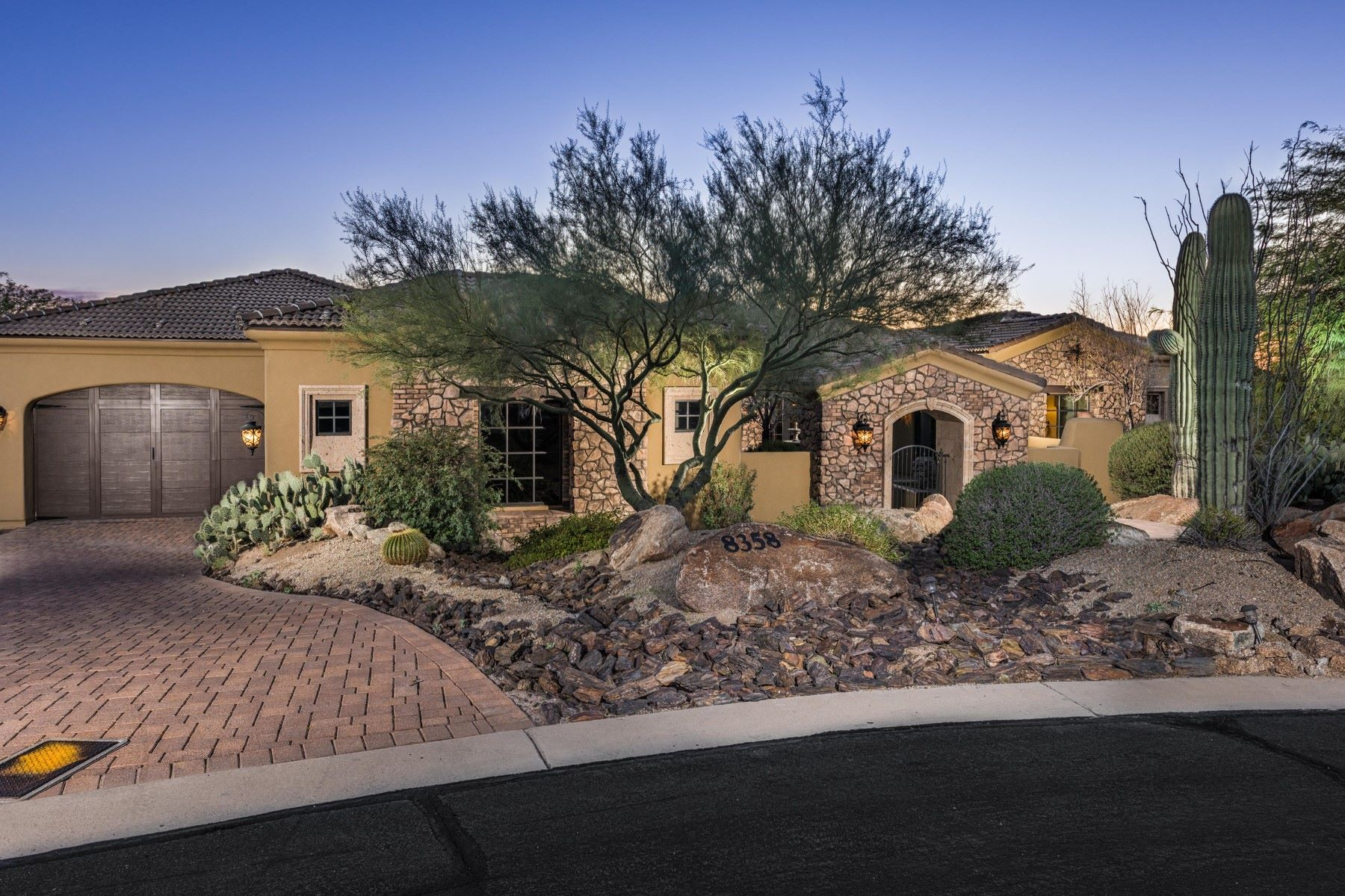 Moradia para Venda às Beautiful home in the gated community of Pinnacle Ridge 8358 E View Crest Cir Mesa, Arizona, 85207 Estados Unidos