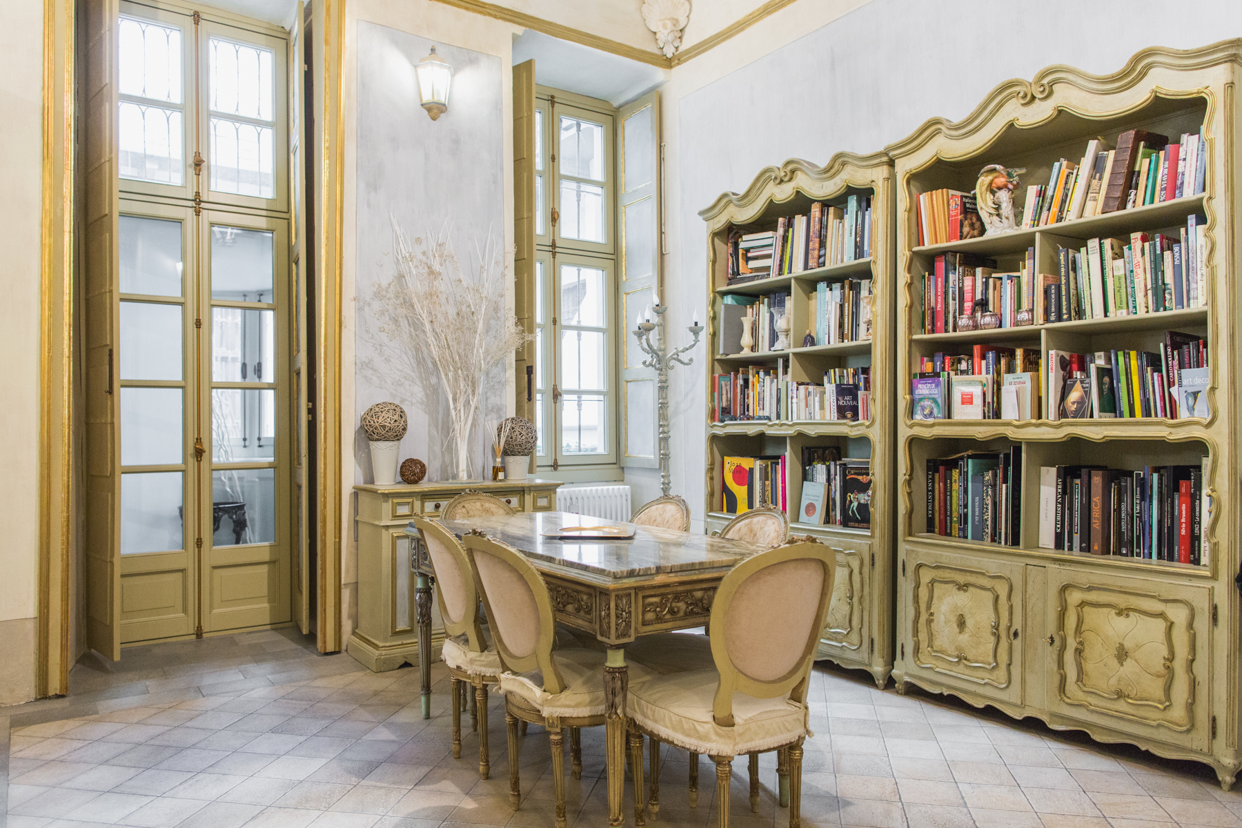 Additional photo for property listing at Elegant and fascinating apartment in the historical center of Turin Via Conte Verde 1 Turin, Turin 10122 Italia