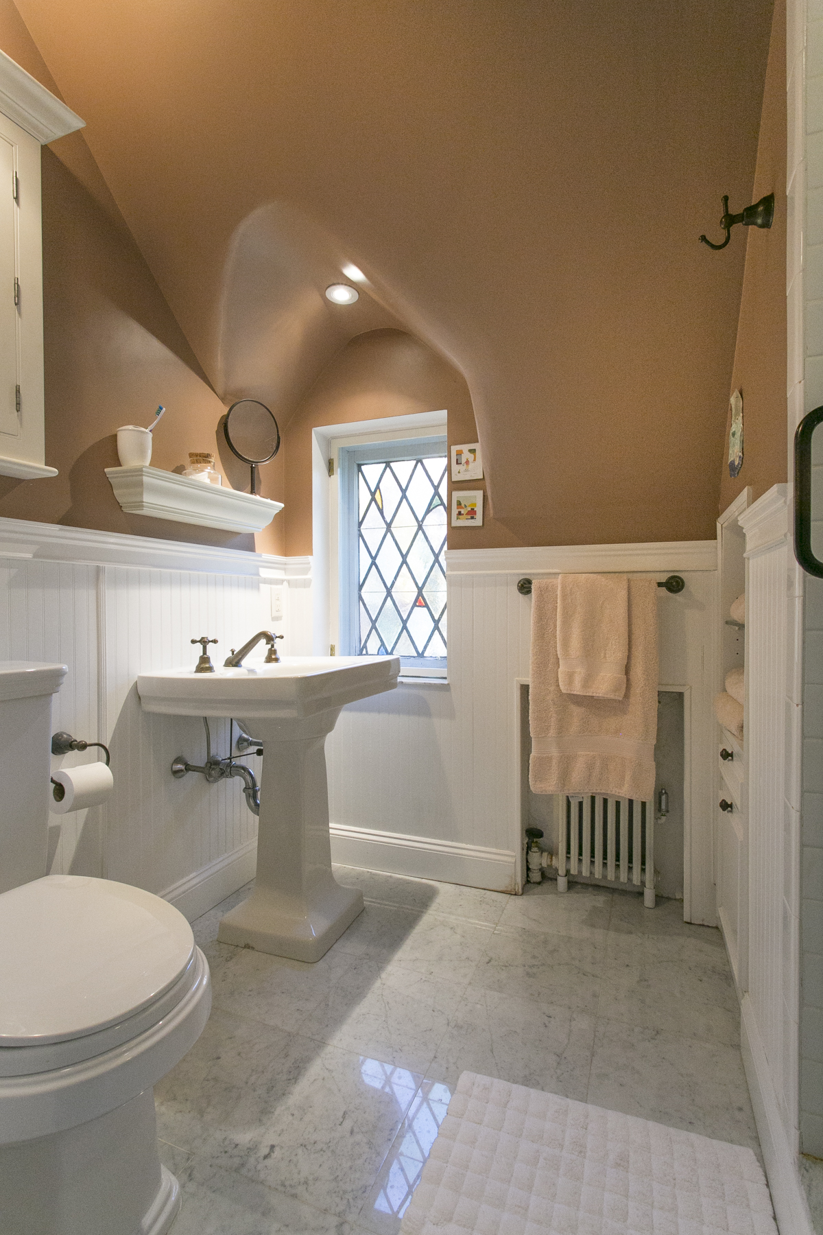 """Additional photo for property listing at """"A HOME FOR ALL SEASONS"""" 229 Greenway South, Forest Hills Gardens, Forest Hills, Nueva York 11375 Estados Unidos"""