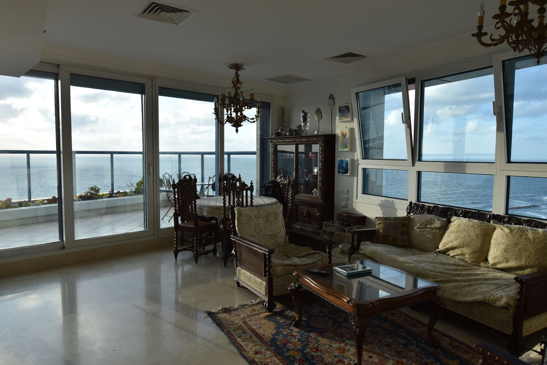 Additional photo for property listing at Panoramic Sea View Apartment  Tel Aviv, Israel 61301 Israel