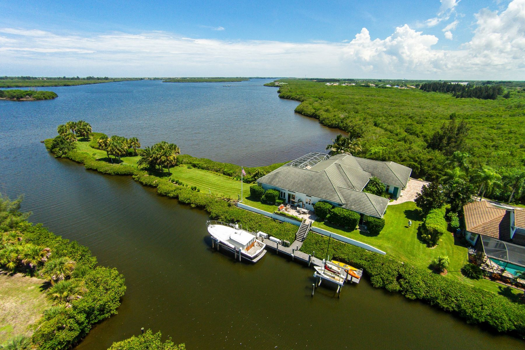 Maison unifamiliale pour l Vente à Riverfront Point Lot 3490 Marsha Lane Vero Beach, Florida, 32967 États-Unis