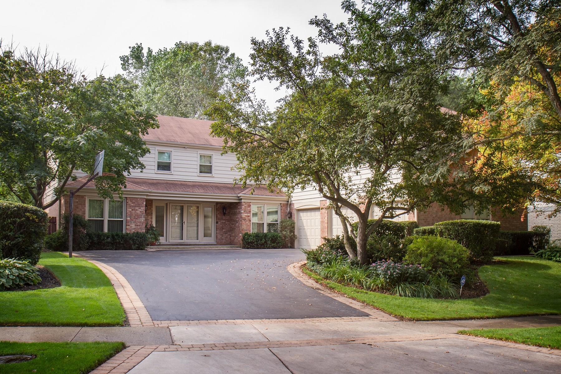 단독 가정 주택 용 매매 에 Fabulous Home with All Amenities 818 Woodleigh Avenue Highland Park, 일리노이즈, 60035 미국