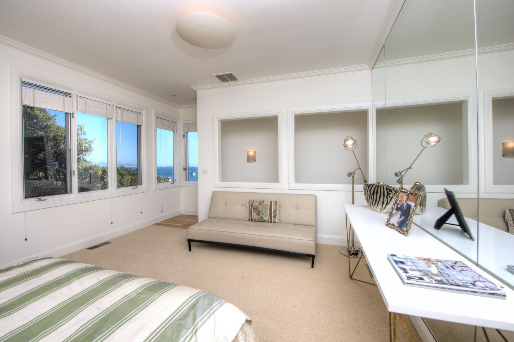 Additional photo for property listing at Stunning with San Francisco Skyline Views 109 Bulkley Avenue Sausalito, Калифорния 94965 Соединенные Штаты