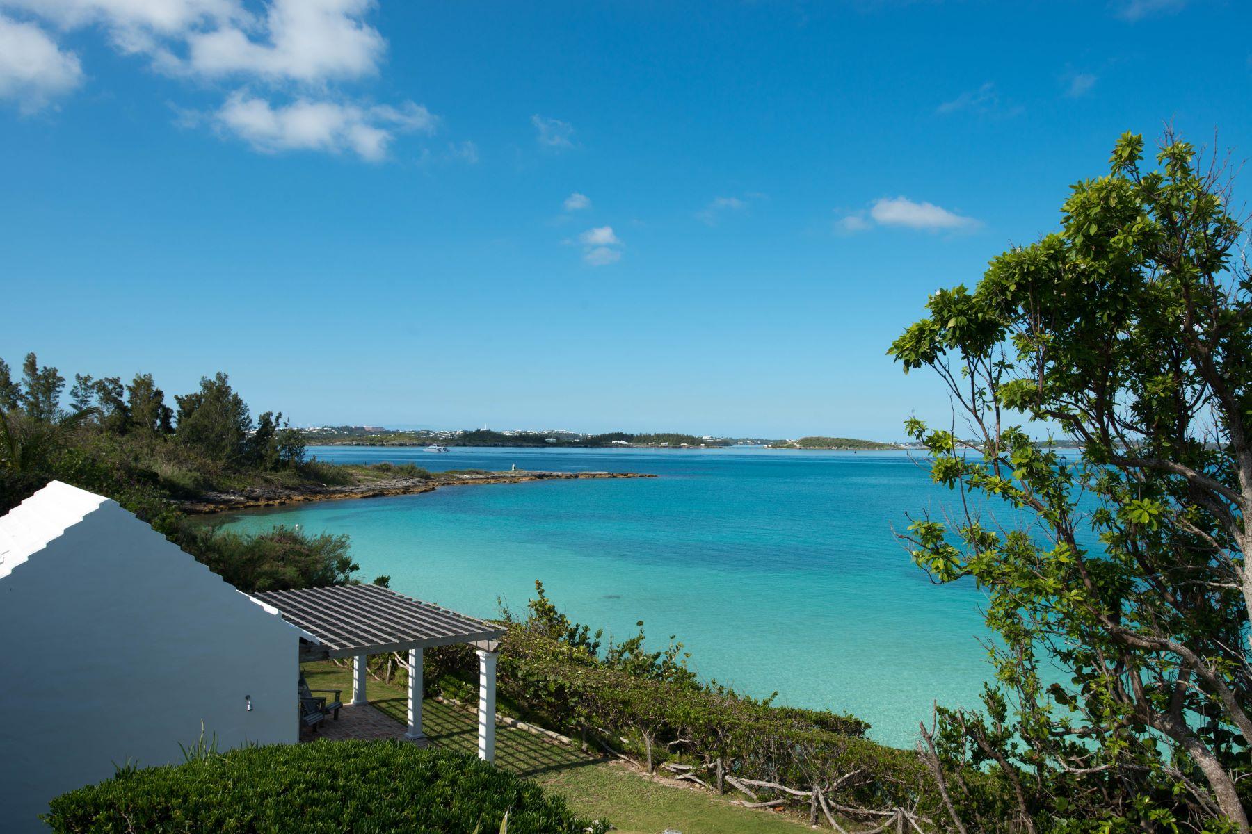 Casa para uma família para Venda às Random Rocks 3 Green Bay Lane Pembroke, HM01 Bermuda