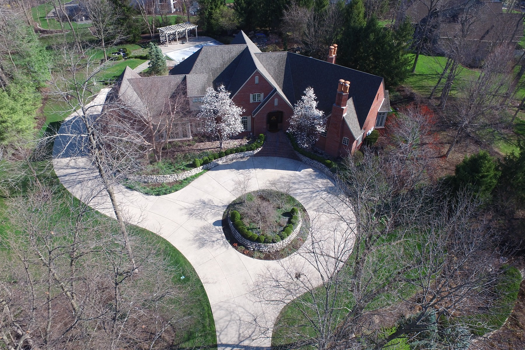 Single Family Home for Sale at Remarkable Home & Setting 320 Breakwater Drive Fishers, Indiana, 46037 United States