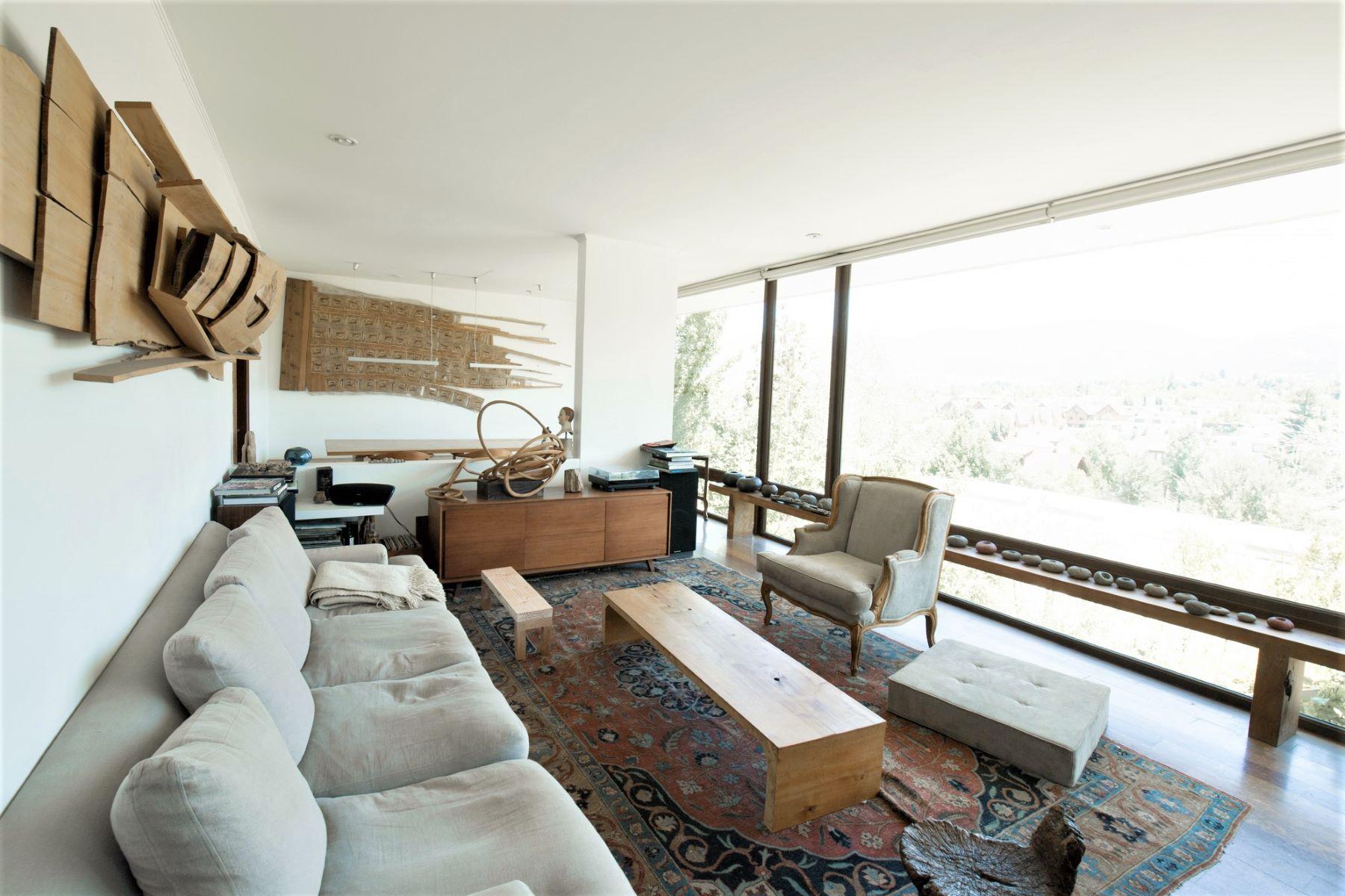 Casa para uma família para Venda às Spectacular modern home of Chilean Sculptor Santiago, Santiago, Chile