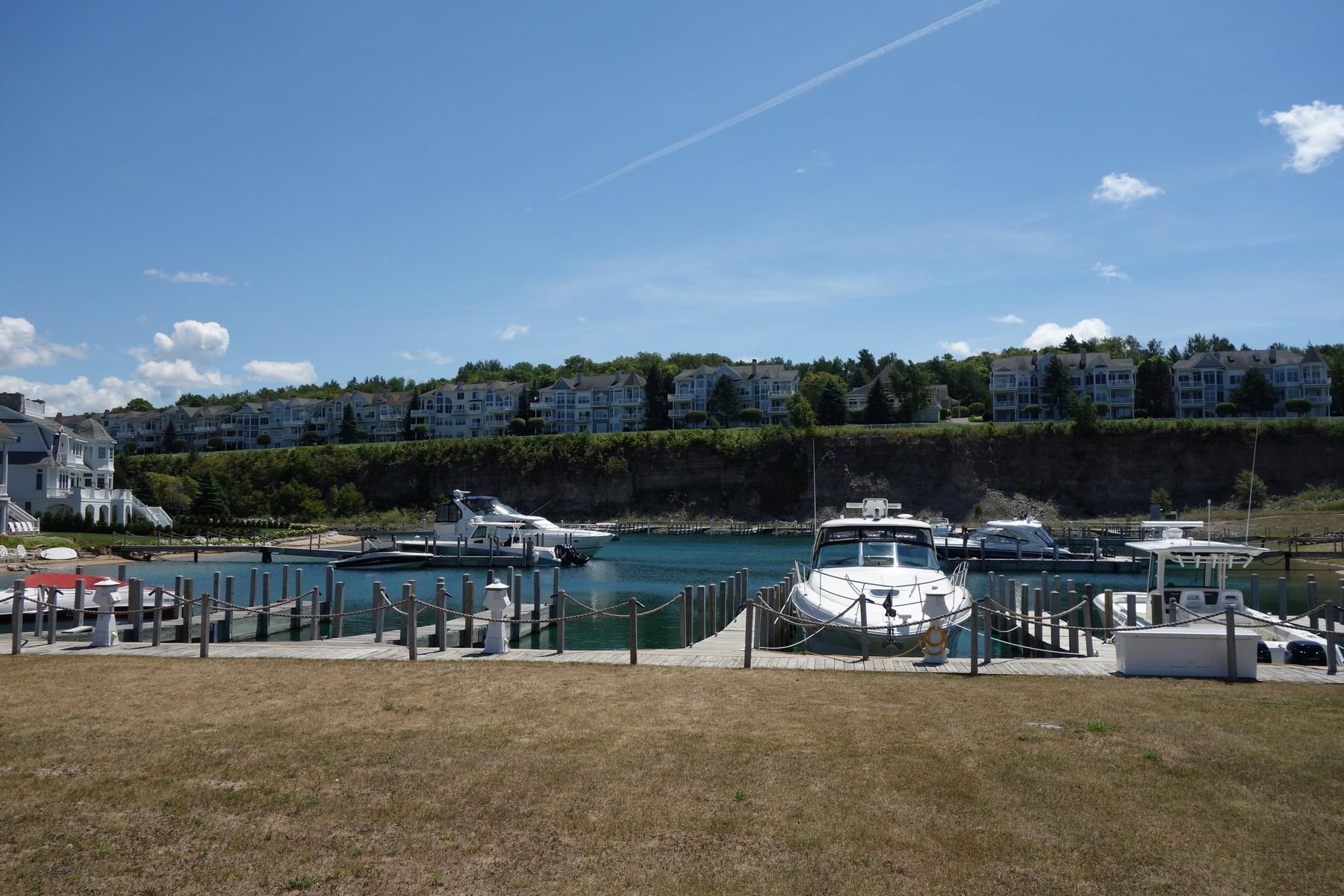 土地 為 出售 在 Lakeshore Village 28 3345 Village Harbor, Bay Harbor, 密歇根州, 49770 美國
