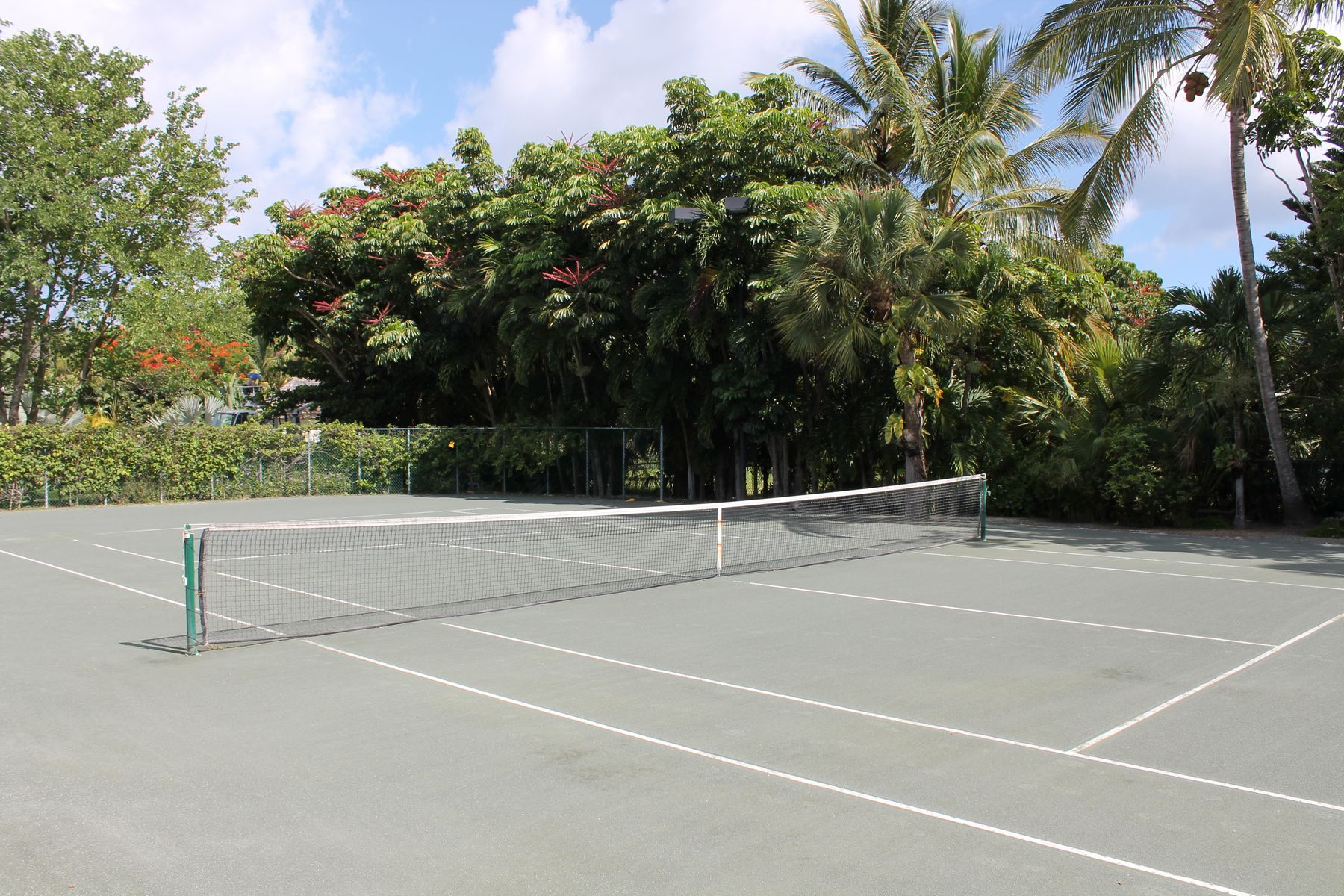 Additional photo for property listing at COURTSIDE Autres Bahamas, Autres Régions Des Bahamas Bahamas
