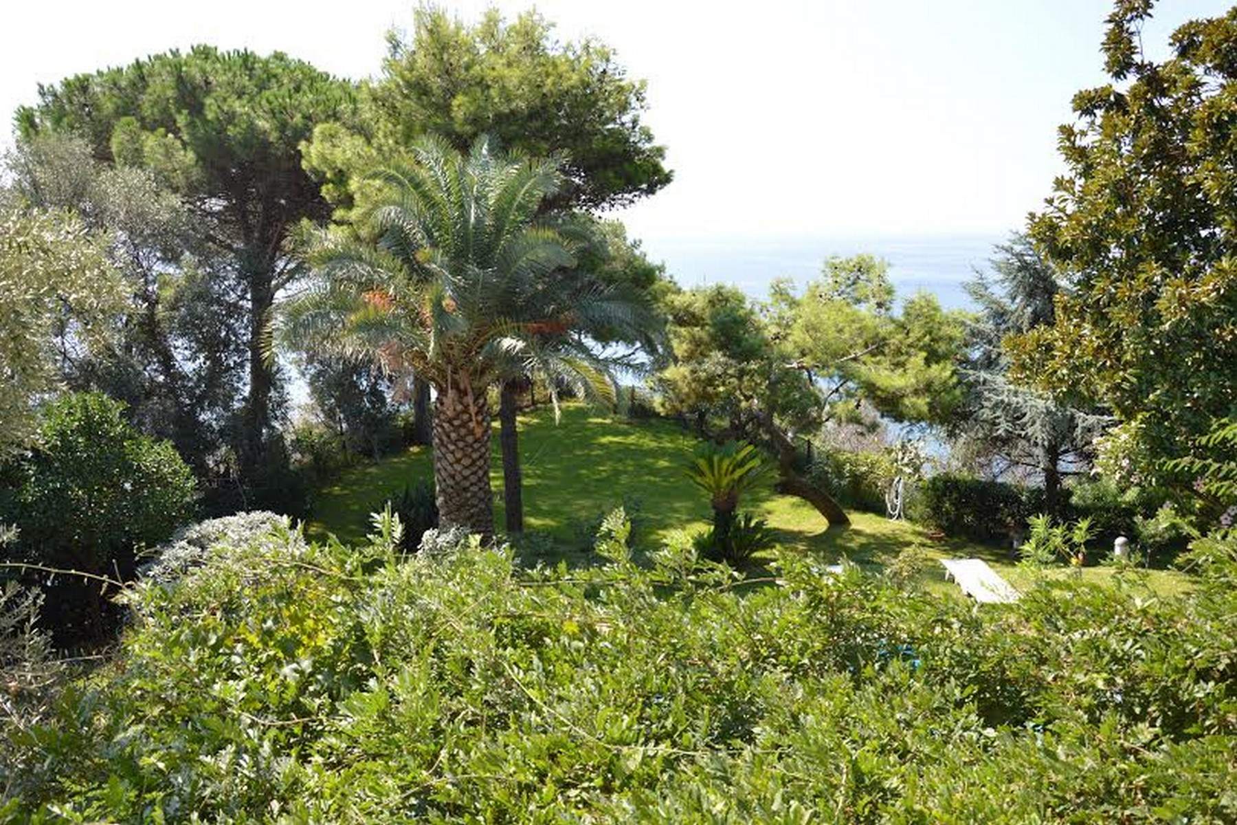 Additional photo for property listing at Charming villa with private pool and garden Pozzuoli, Naples Italie
