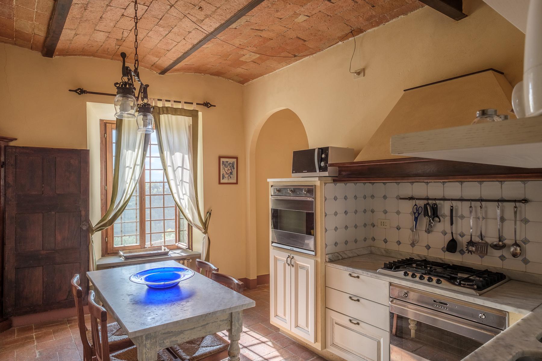 Additional photo for property listing at Splendido appartamento in villa Via Gentilino San Casciano In Val Di Pesa, Firenze 50026 Italia
