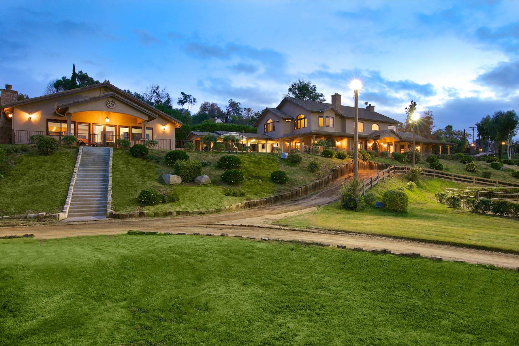 Casa Unifamiliar por un Venta en 1291 Summit Place Escondido, California, 92025 Estados Unidos