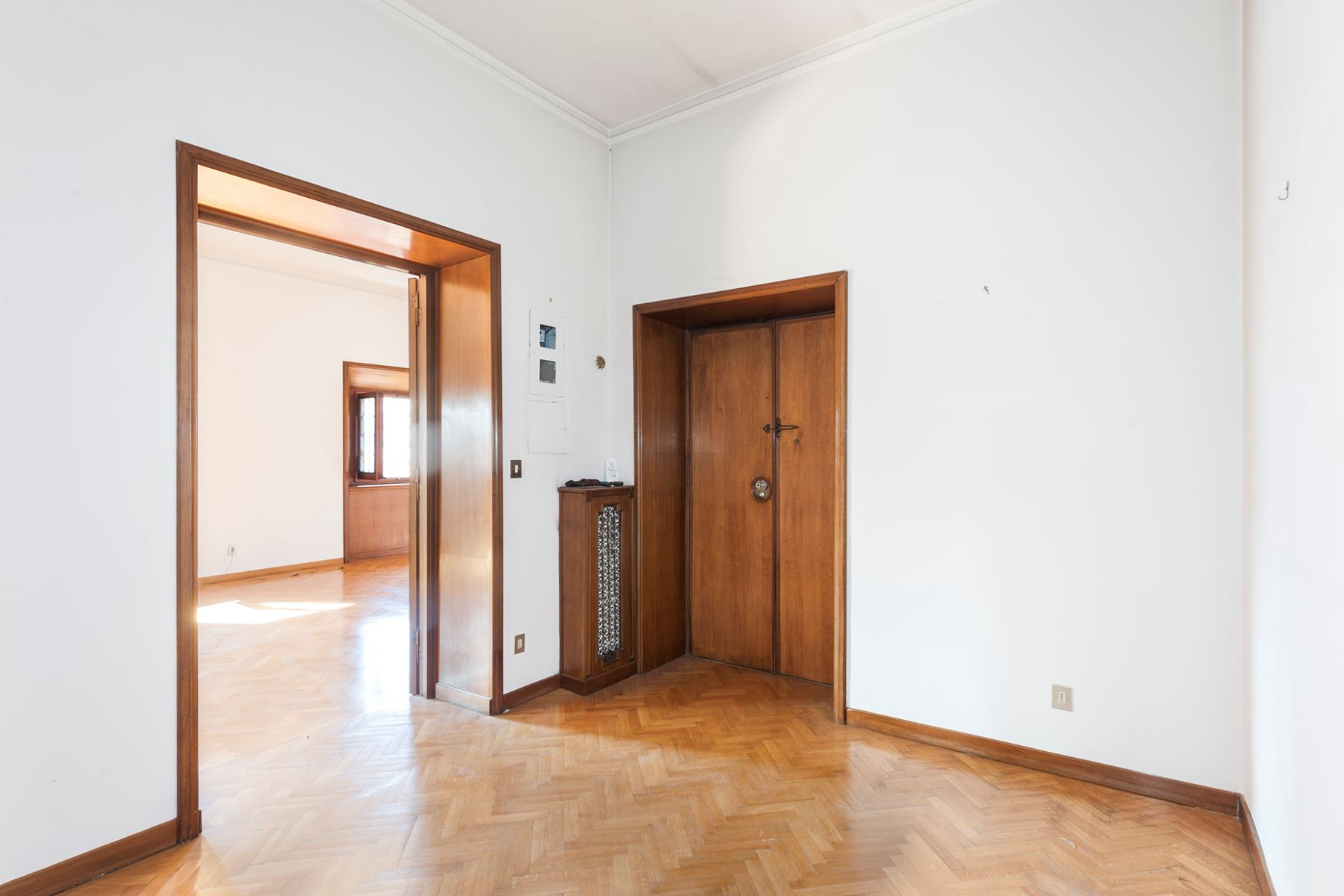 Additional photo for property listing at Elegant and bright apartment in the Sallustiano district Via Piave Rome, Rome 00187 Italie