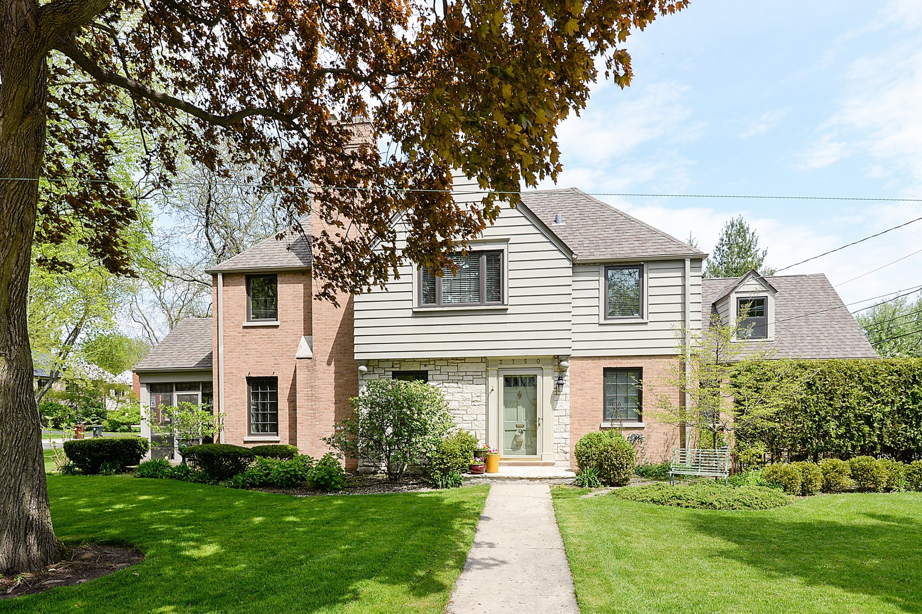 Casa Unifamiliar por un Venta en Beautiful Sun-filled Home With Many Architectural Details 3750 Foster Street Evanston, Illinois, 60203 Estados Unidos