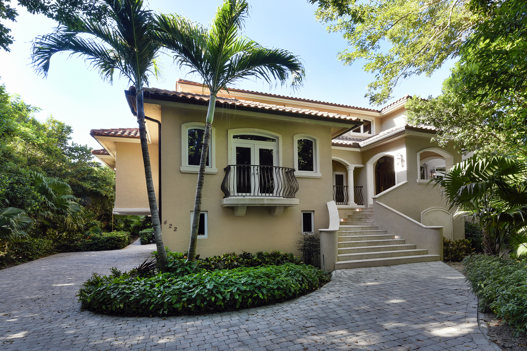 Casa Unifamiliar por un Venta en Elegant Lakefront Home at Ocean Reef 422 South Harbor Drive Key Largo, Florida 33037 Estados Unidos