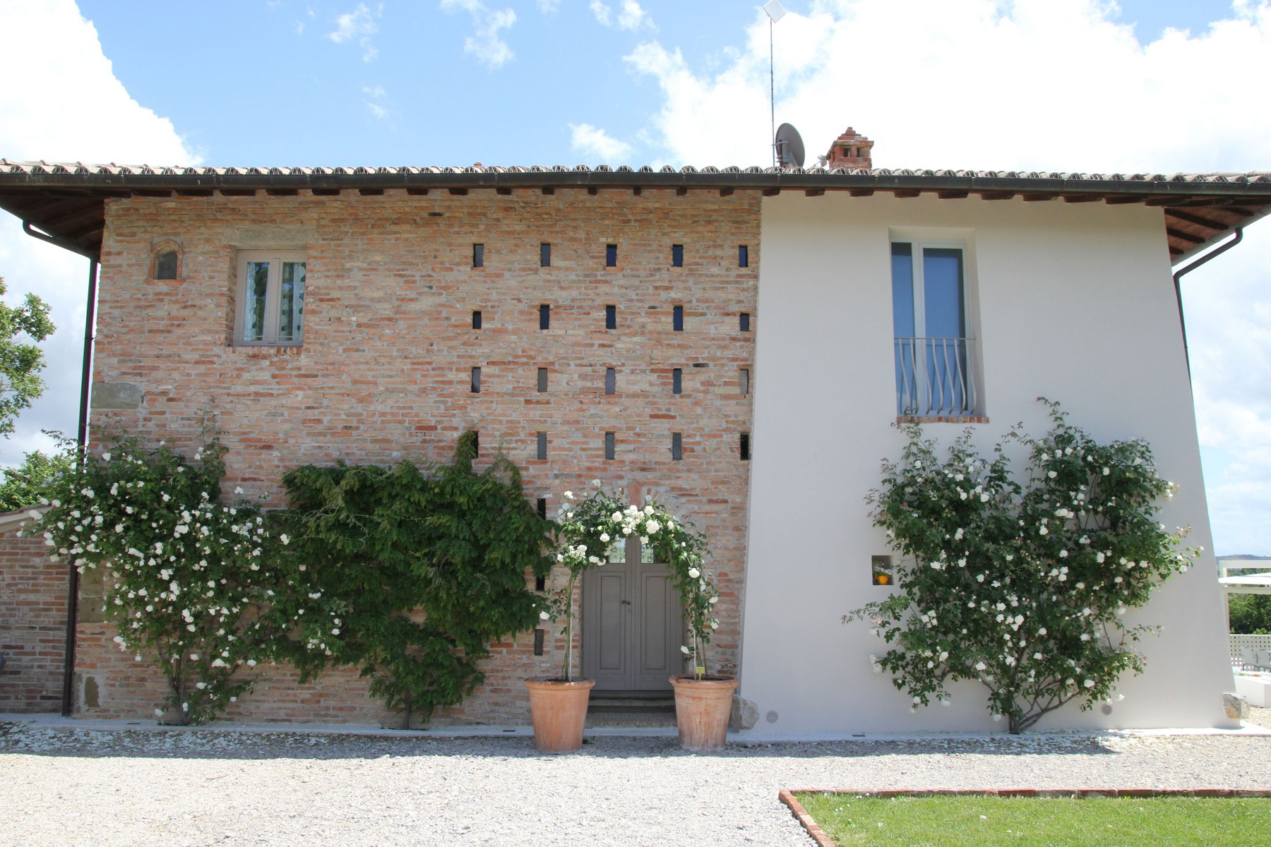 Additional photo for property listing at Splendid country chic style villa Pozzo Della Chiana, Arezzo Italia