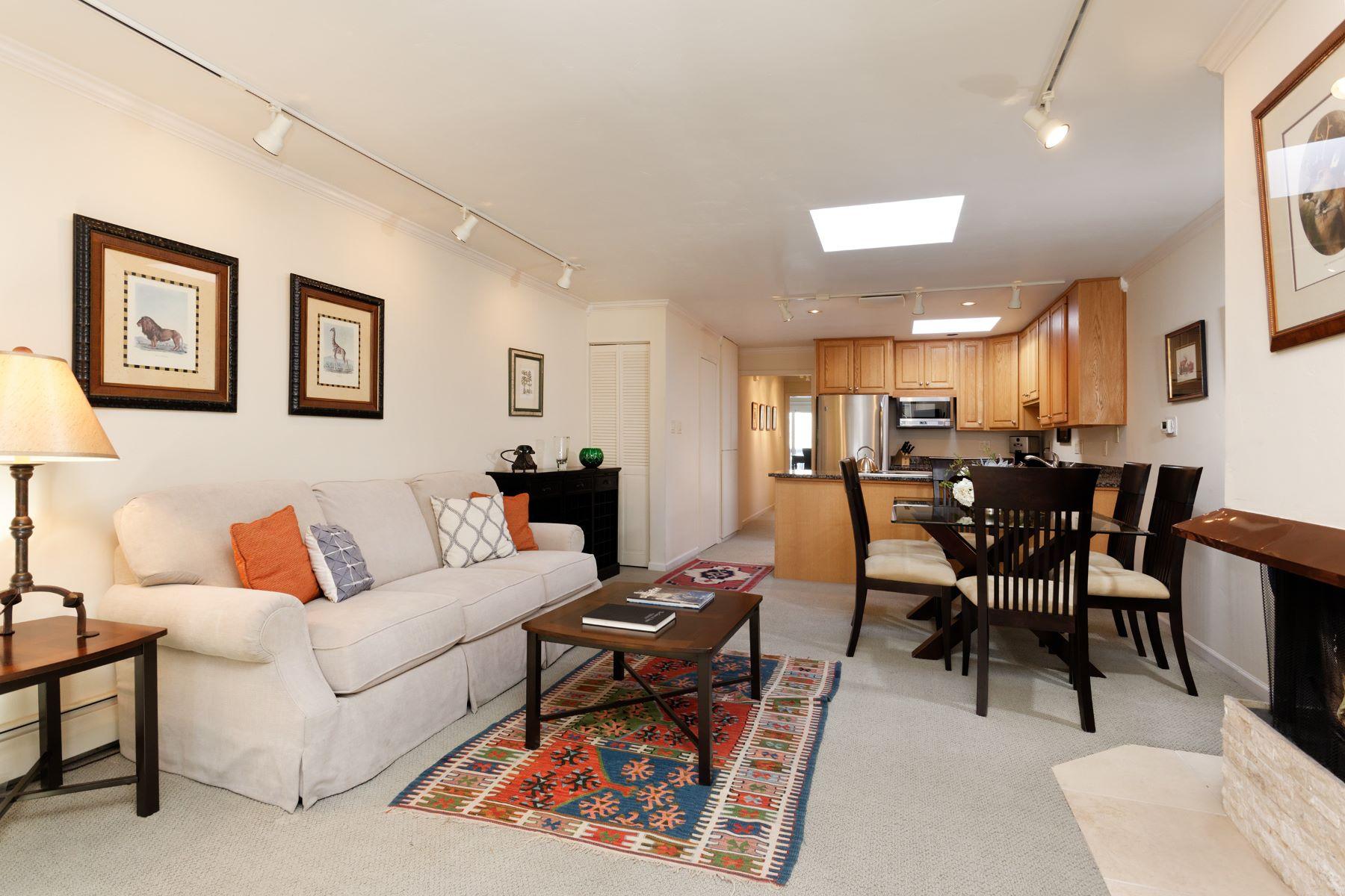 Condomínio para Venda às Central Core Condo 210 E Cooper Avenue 3B Aspen, Colorado, 81611 Estados Unidos