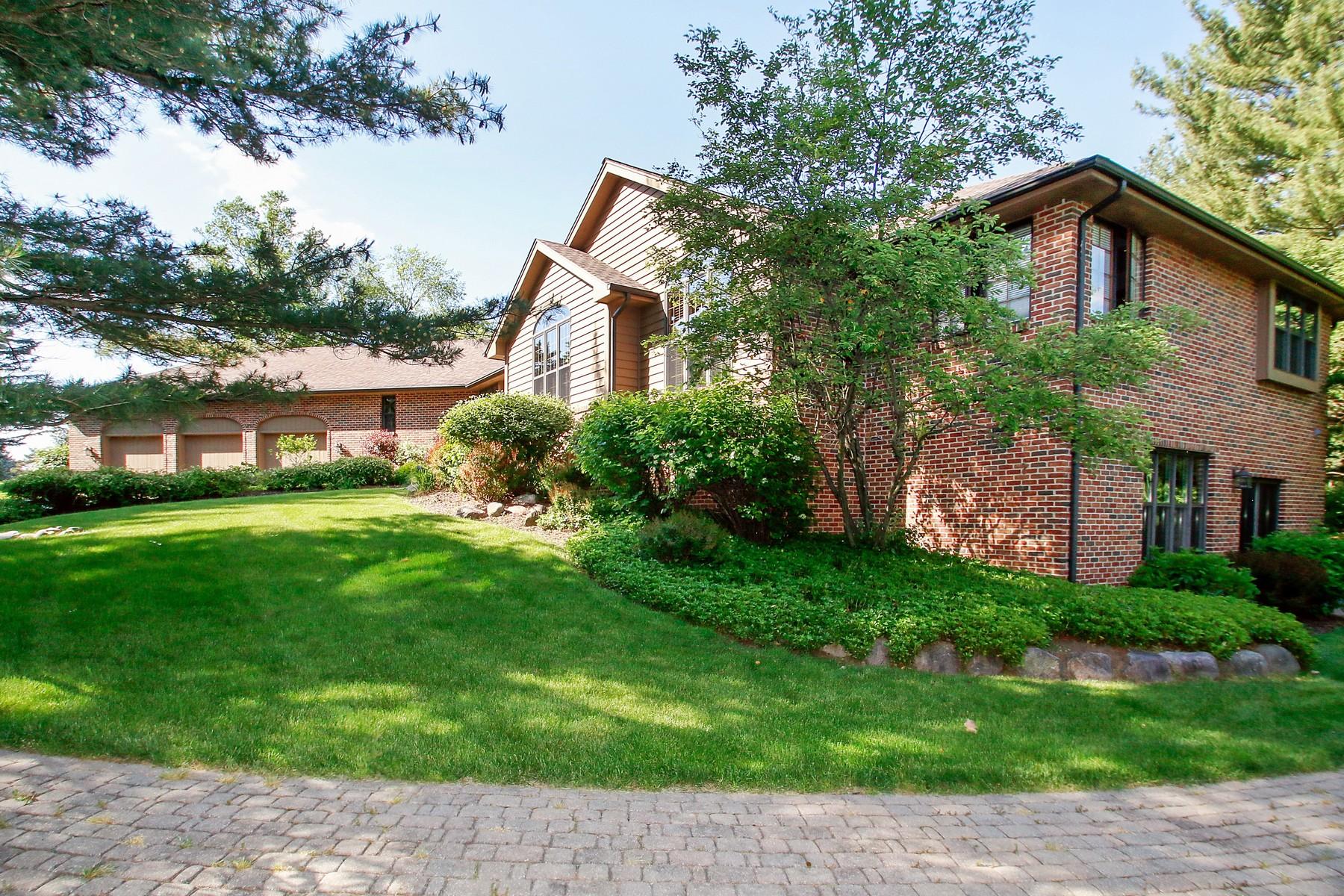 Villa per Vendita alle ore Custom Hillside Open Concept Ranch 302 S Shannon Drive Woodstock, Illinois, 60098 Stati Uniti