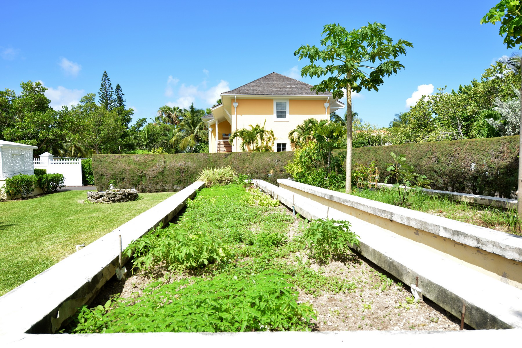 Additional photo for property listing at Lucaya Lyford Cay, New Providence/Nassau Bahamas
