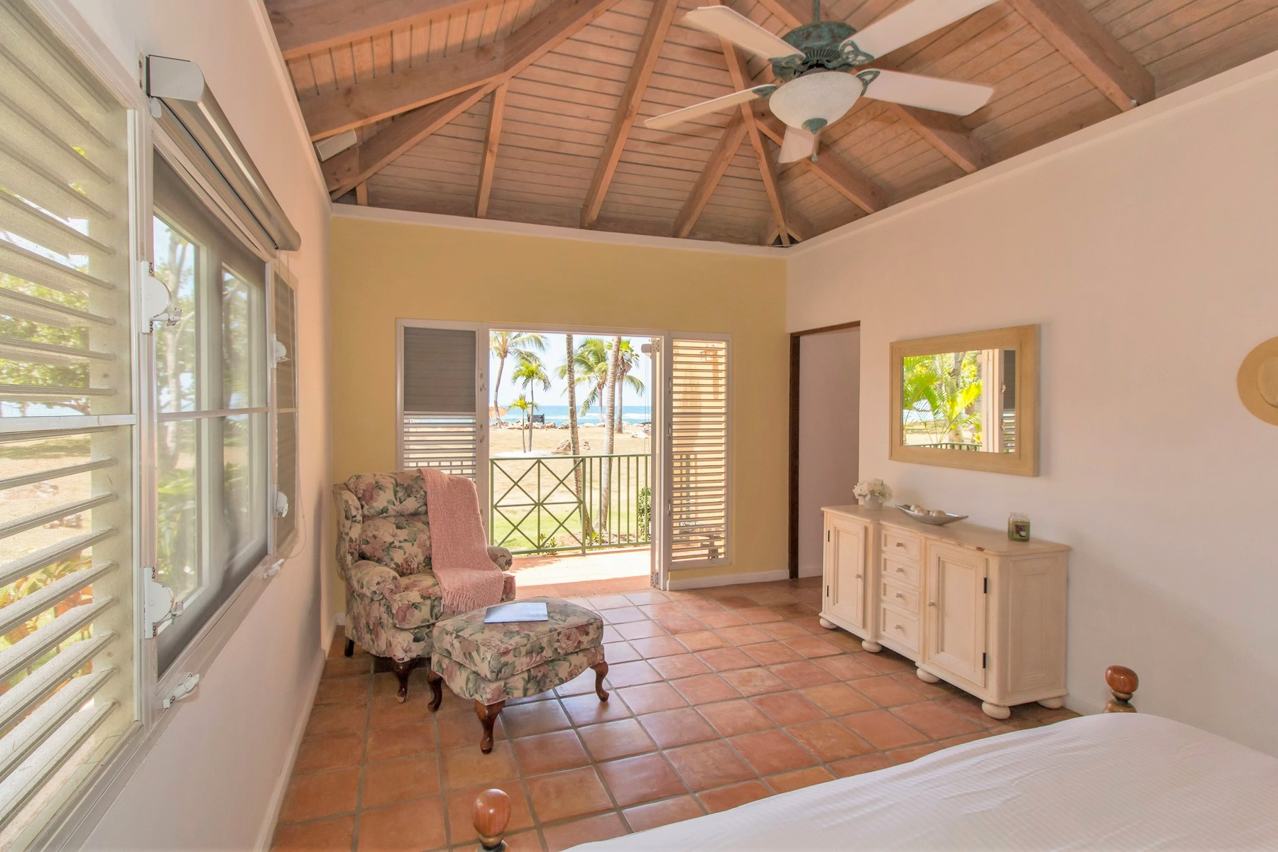 Additional photo for property listing at Oceanfront at Villa Montana Beach Resort 4466 KM 1.9, Villa A-4 Interior Barrio Bajuras Isabela, Puerto Rico 00662 Puerto Rico