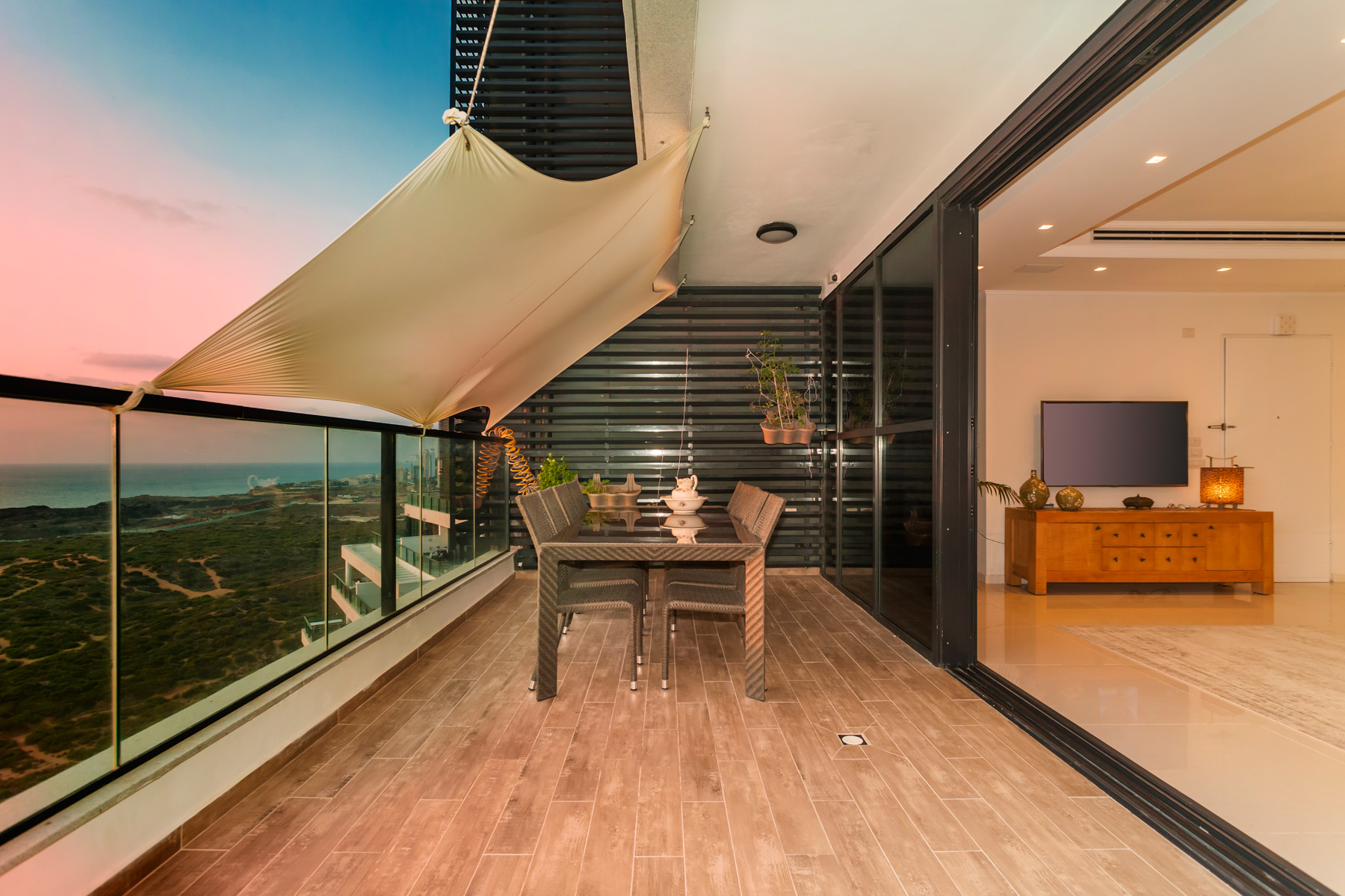 Additional photo for property listing at Captivating Mini Penthouse with Panoramic Sea View Netanya, Israel Israël