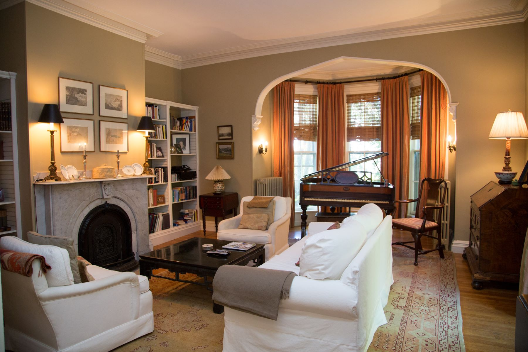 Additional photo for property listing at Daniel Swinburne House 6 Greenough Place Newport, Rhode Island 02840 Estados Unidos
