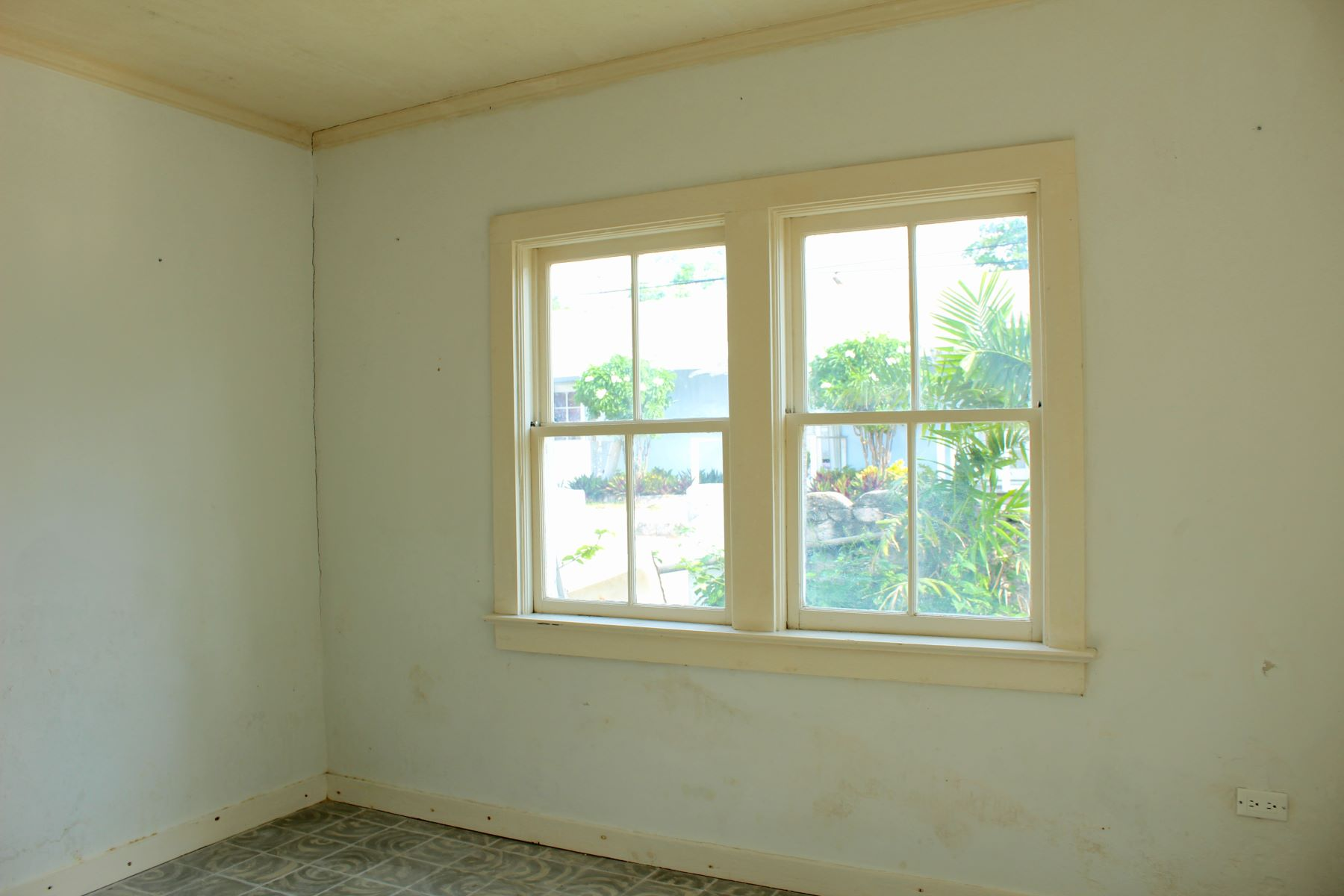 Additional photo for property listing at The Old Sturrup House Harbour Island, Eleuthera Bahamas