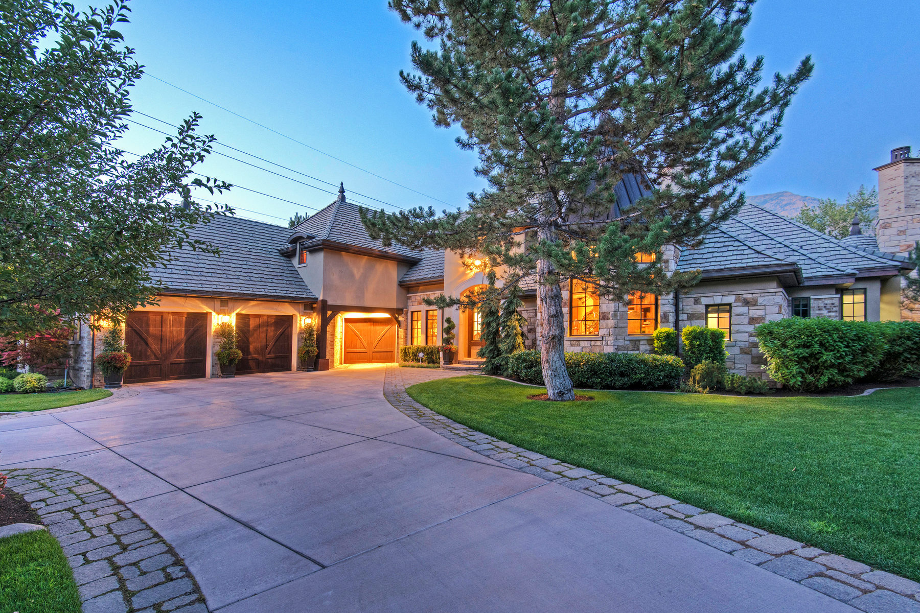 独户住宅 为 销售 在 Riverfront Estate with Views of Mt. Timpanogos 815 South 1100 East Orem, 犹他州 84097 美国