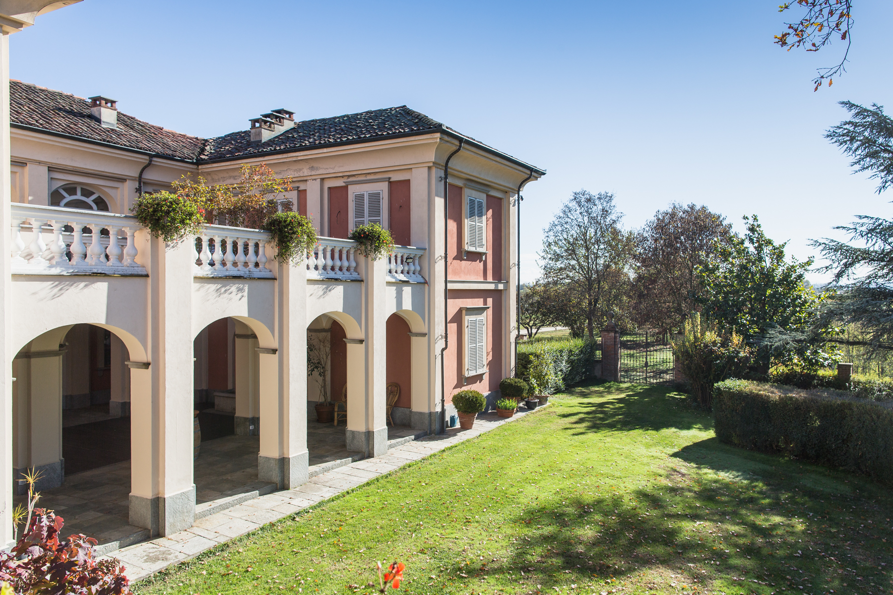 Additional photo for property listing at Formidable exploitation agricole aux ports du Monferrato, Via Case Sparse Castello Di Annone, Asti 14034 Italie